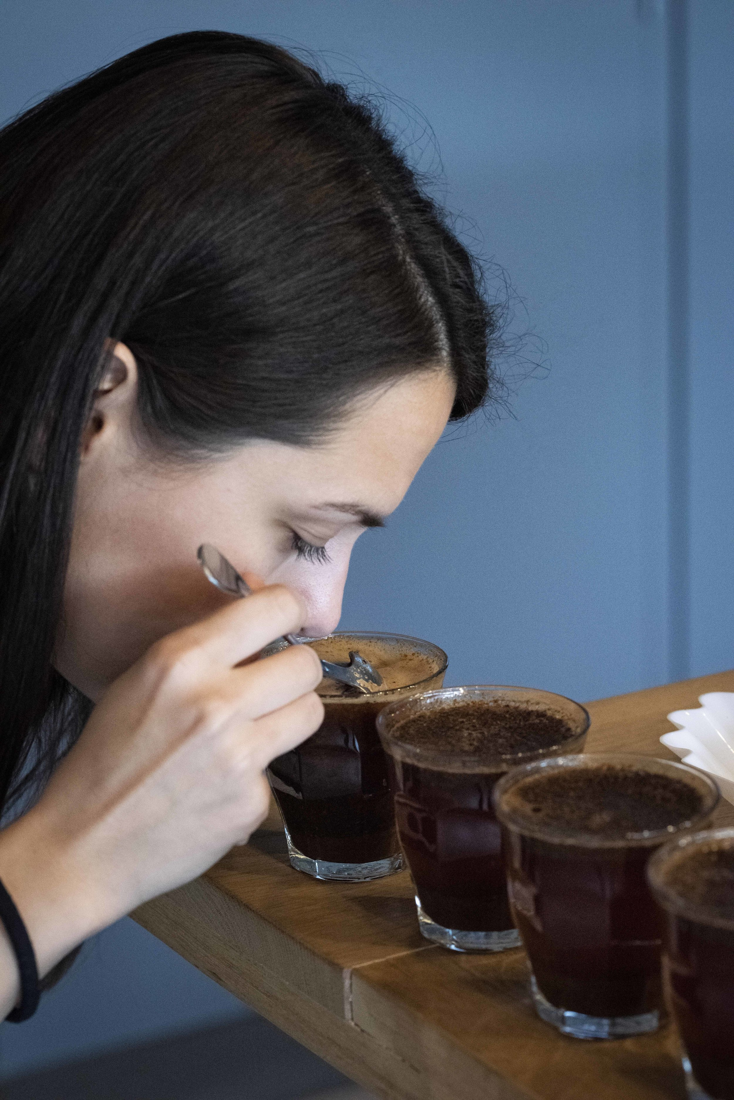 Cupping of 80plus specialty coffee. Photo © Barcelona Food Experience.