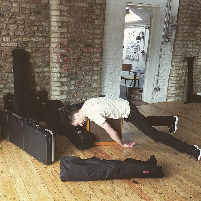 #Repost @londonsongwriters ・・・ Load in with @robertjamesaitken  #gigs #londongigs #london #londonmusic #singersongwriter #gear #livemusic #fender #fenderamp #guitar #acoustic #acousticguitar #fenderstrat #livegig #musicianslife #musician #guitarist #singer #songwriter #naptime