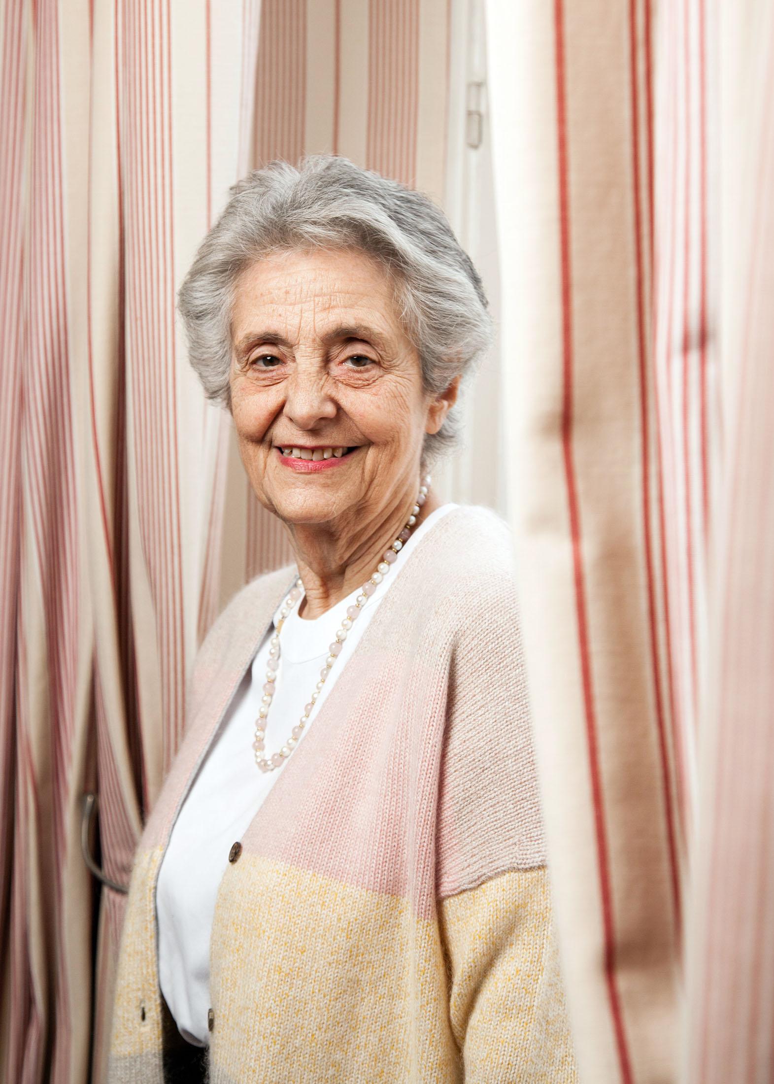 Marie-Françoise Fuchs est medecin et psychanalyste. En 1969, elle est entrée à l'Ecole des parents et des éducateurs. En 1994, elle fonde l'Ecole des grand-parents européens et en 2008, l'association Old'Up a Paris. Pour Socialter. Novembre 2017.