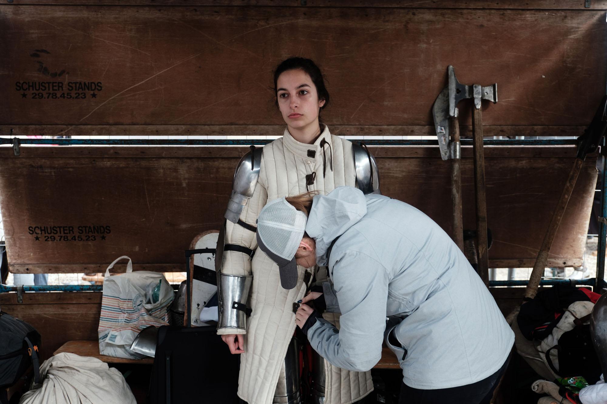 Juliette 23 ans, etudiante en master de psychologie a Brest, fait partie de l'equipe de Behourd bretonne Ar Groaz Du (« La croix noire « en breton) qui vient de Brest. C'est son premier combat en tournois de 5 contre 5. Habituellement, elle vient souteni