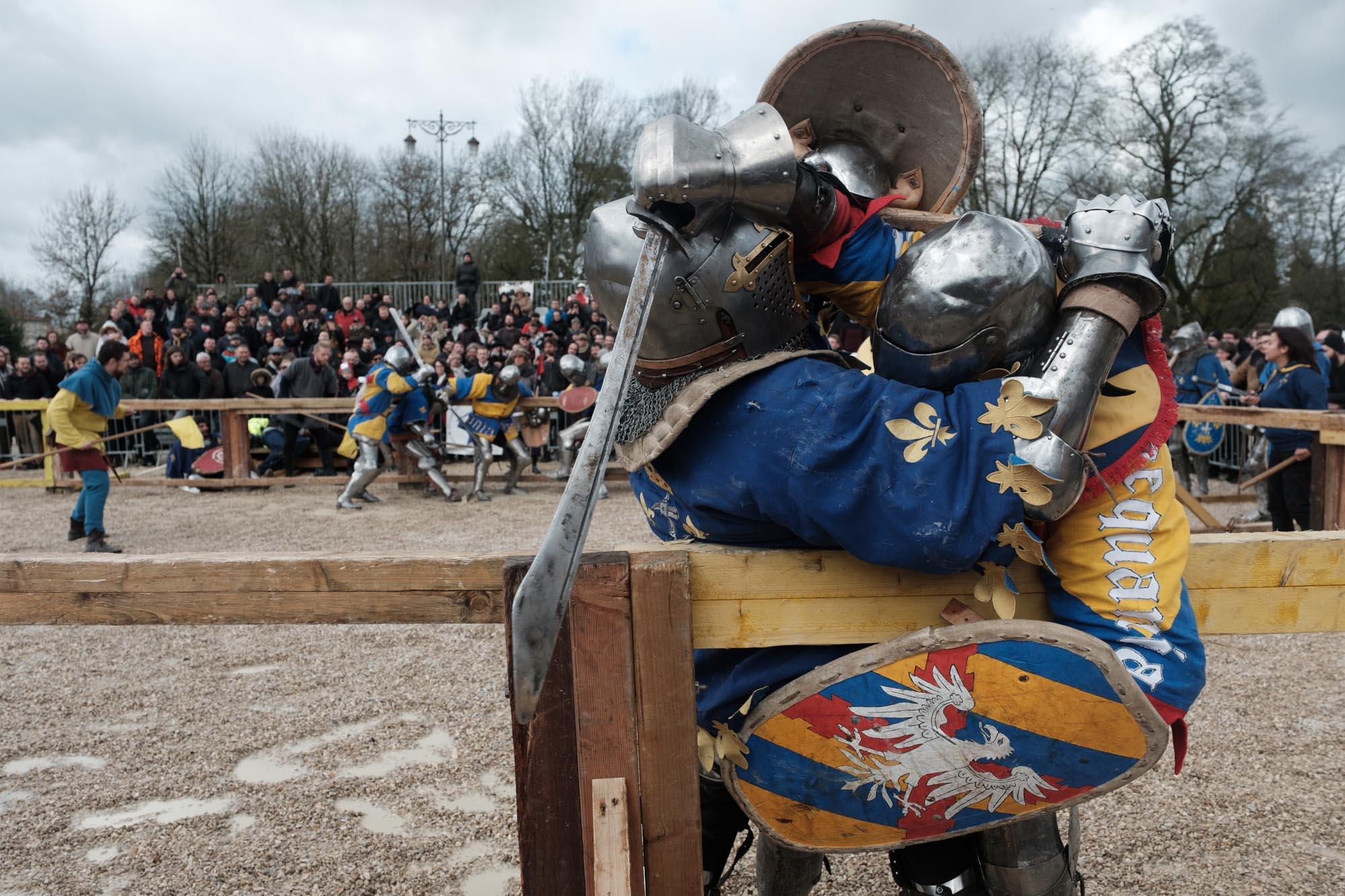 Un combattant de l'equipe Aquila Sequania (Franche Comte) affronte un combattant de l'equipe Martel (Region parisienne) dans un combat de 5 contre 5. Championnat de France de Saint Dizier. Mars 2019.
