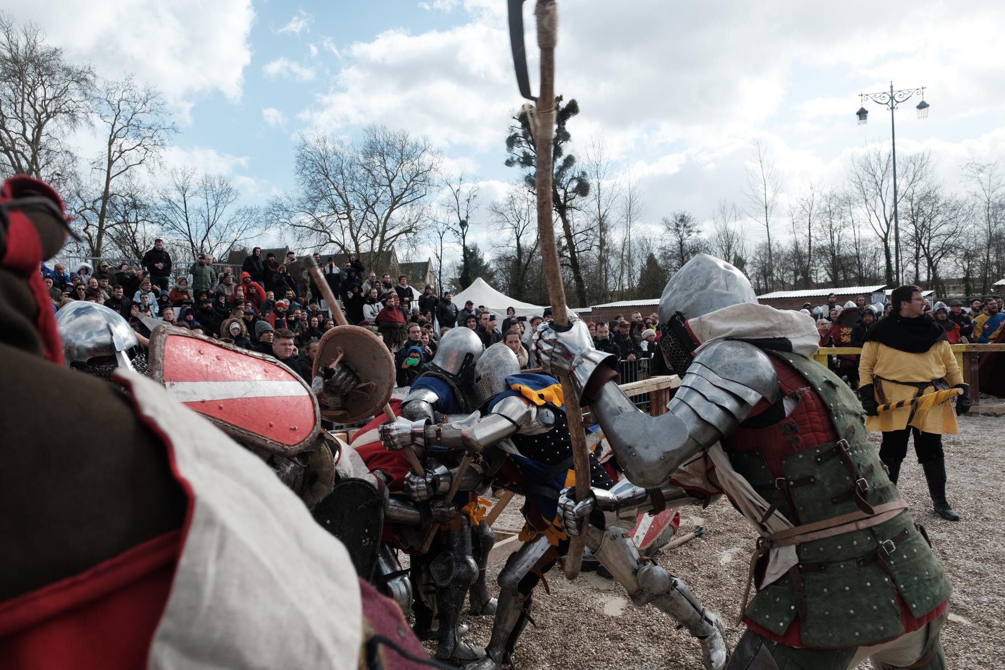 Deux équipes s'affrontent dans la lice en combat de 12 contre 12. Championnat de France de Saint Dizier. Mars 2019.