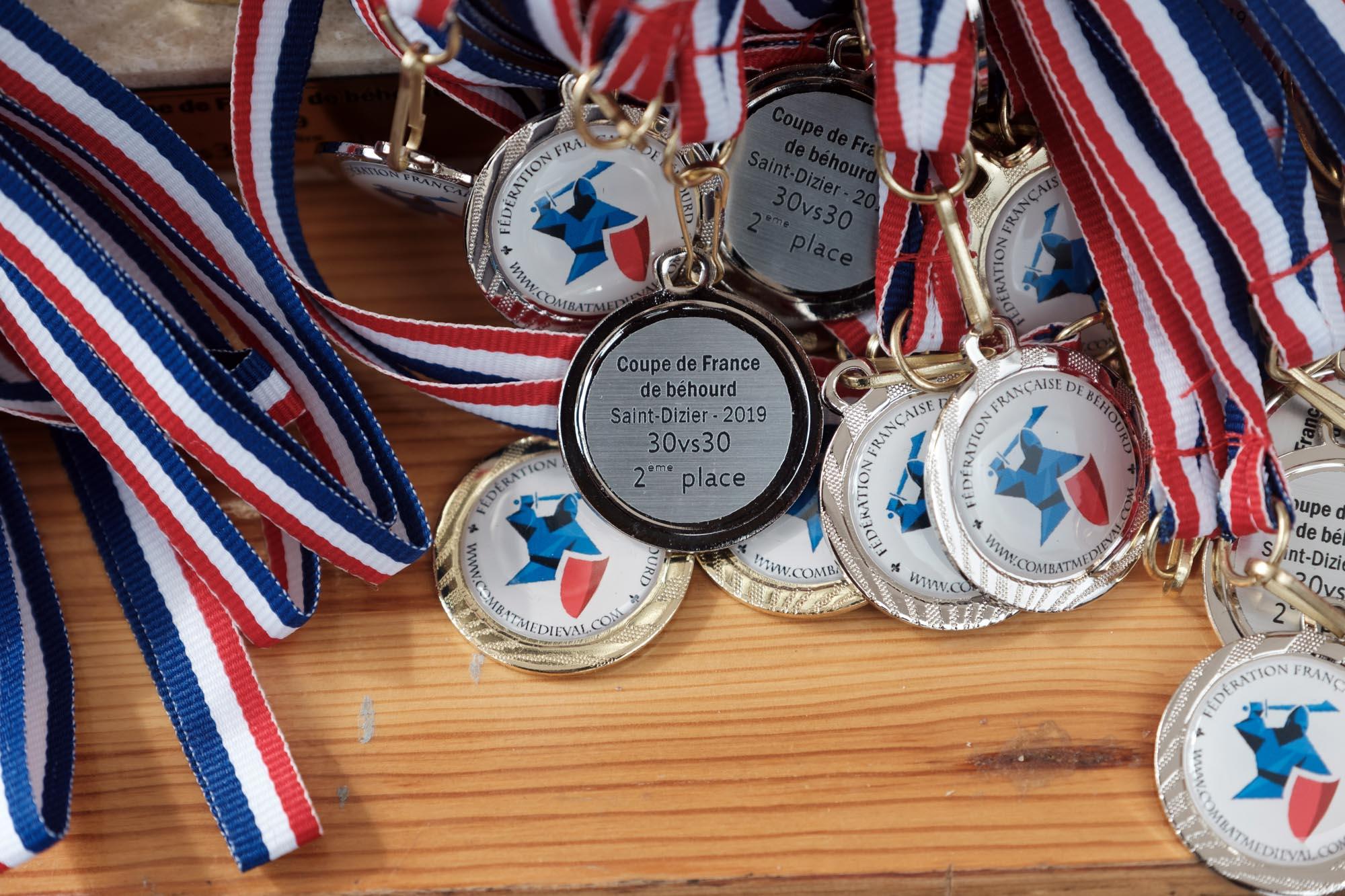 Détails des médailles pour la seconde place en combat de 30 contre 30. Championnat de France de Saint Dizier. mars 2019.