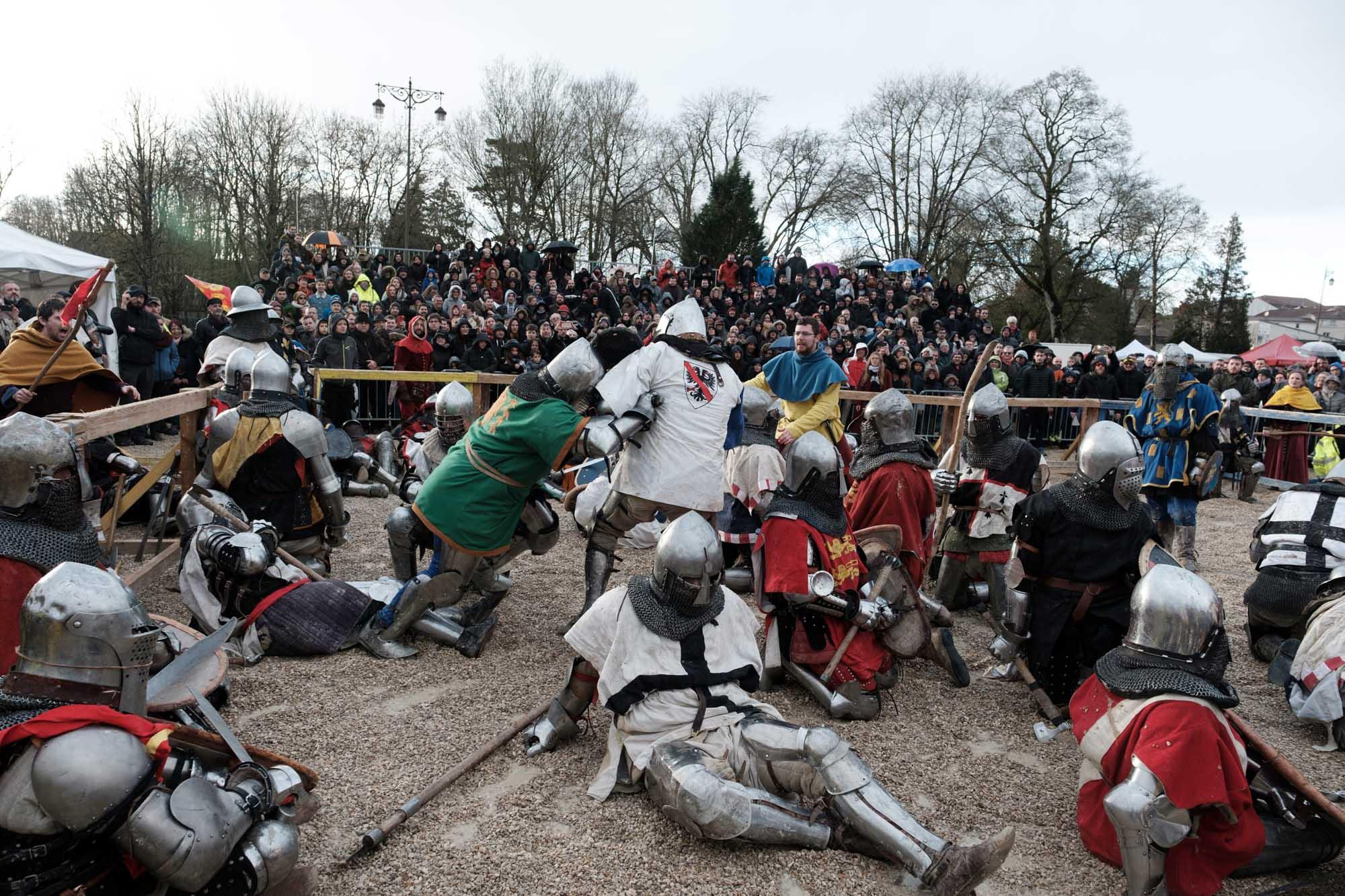 Deux équipes s'affrontent dans la lice en combat de 30 contre 30. C'est la première fois que ce type de combat se fait en france dans le cadre du championnat de France 2019.