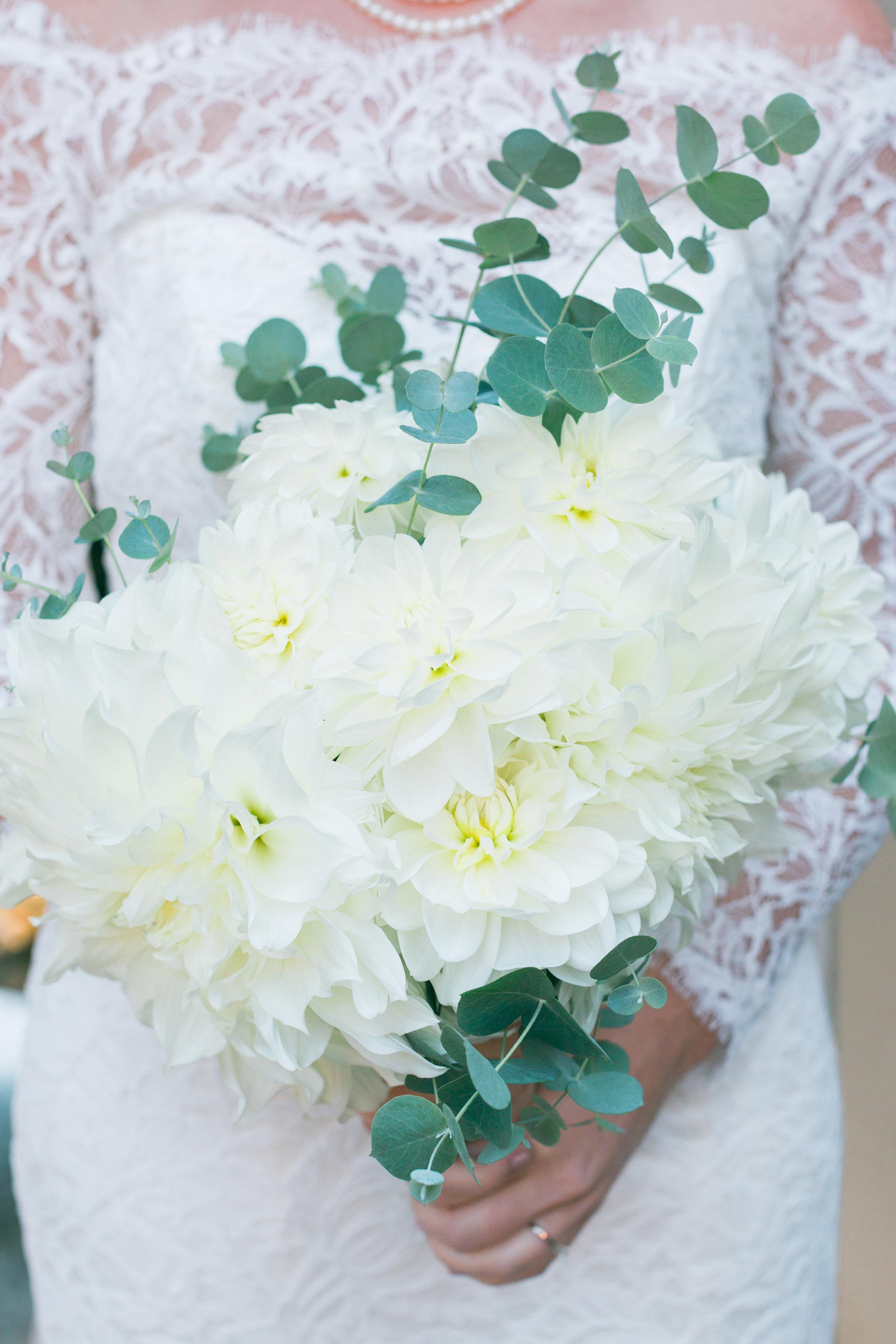 all-white-bouquet-bride.jpg