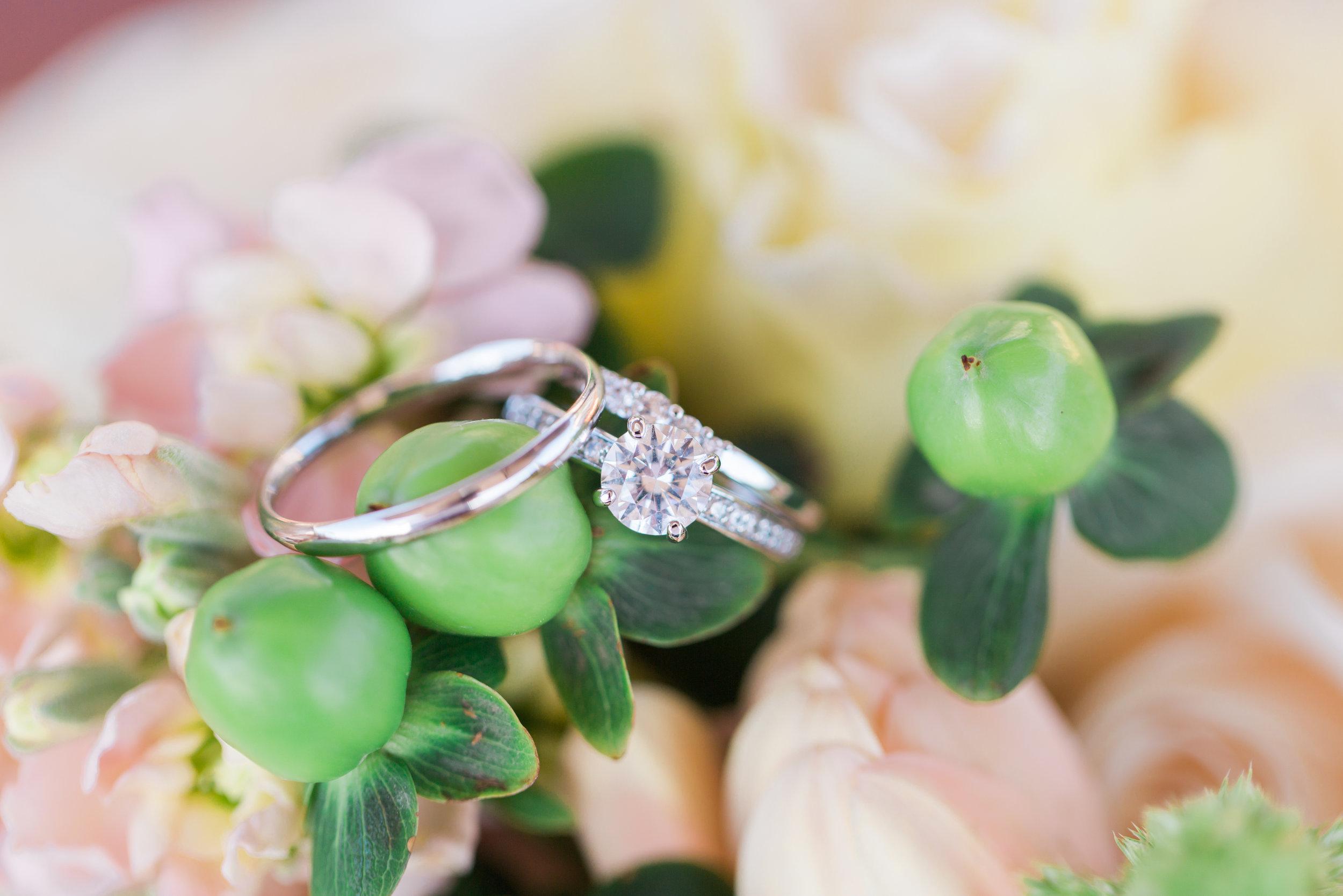 pastel-flowers-ring-bouquet.jpg