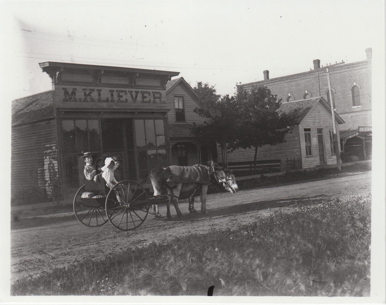 1. M. Kliever