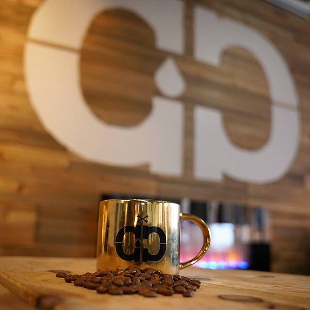 Fireplace companion. . . . #cavemancoffeecave #cavemancoffeeco #coffee #caffeine #espresso #coffeeshop #local #howtosantafe #simplysantafe #downtownsantafe #santafeplaza #nmtrue #coffeelove #coffeefirst #latteart #latte #cappuccino #skisantafe #skibueno #holidays #coffeebeans #coffeemug #muglife #fireplace #wintercomfort