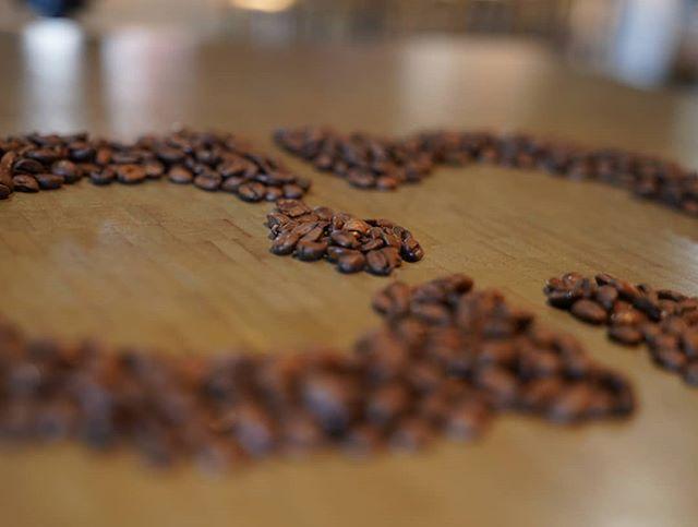 This holiday season create memories over coffee . . . #cavemancoffeecave #cavemancoffeeco #coffee #caffeine #motivation #espresso #coffeeshop #local #howtosantafe #simplysantafe #downtownsantafe #santafeplaza #nmtrue #coffeelove #coffeefirst #latteart #latte #cappuccino #skisantafe #skibueno #latteart #holidays #coffeebeans #thirdwavecoffee #specialtycoffee