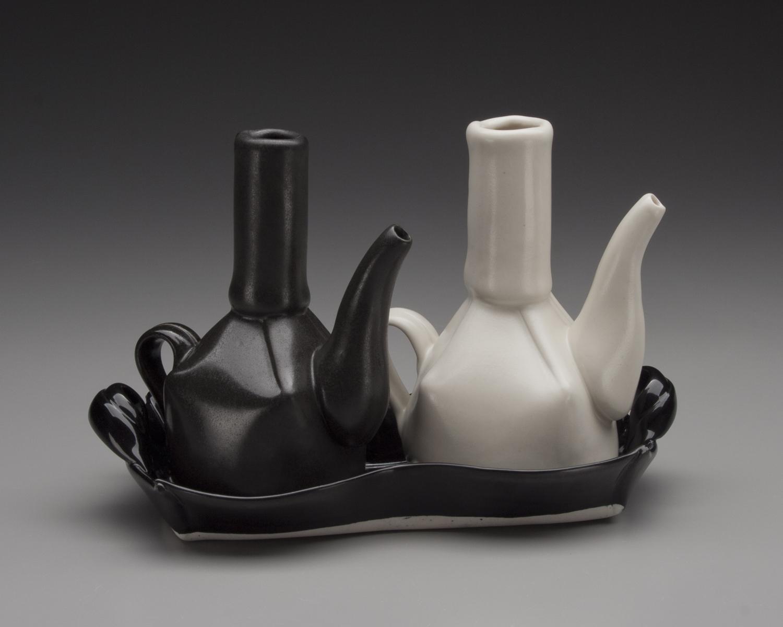 Bohls White and Black Cruet Set.jpg