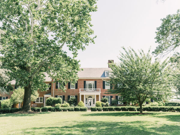 Sophie Felts Floral Design | L+ H at Brittland Manor Featured on Style Me Pretty