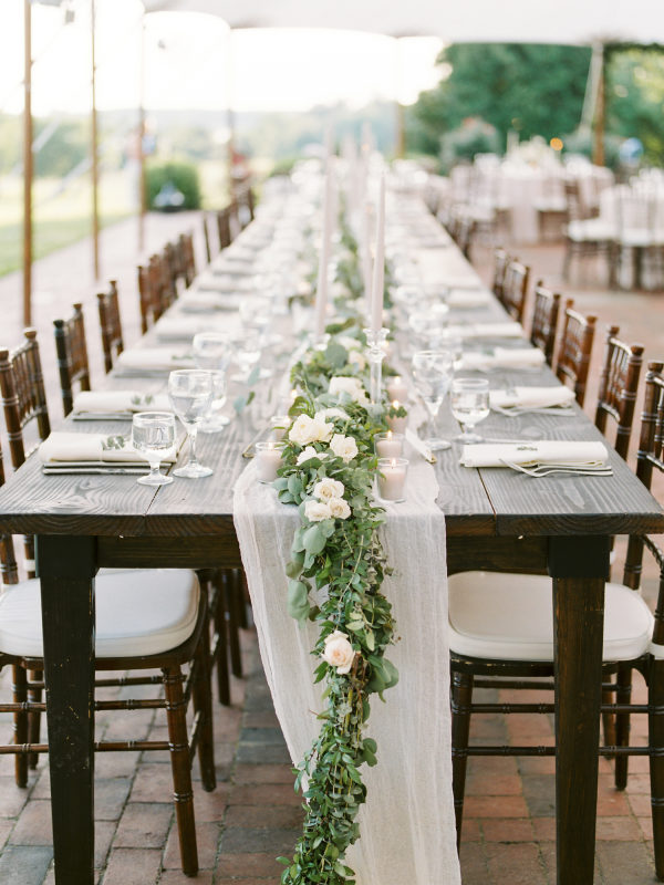 Sophie Felts Floral Design | L+ H at Brittland Manor | Featured on Style Me Pretty