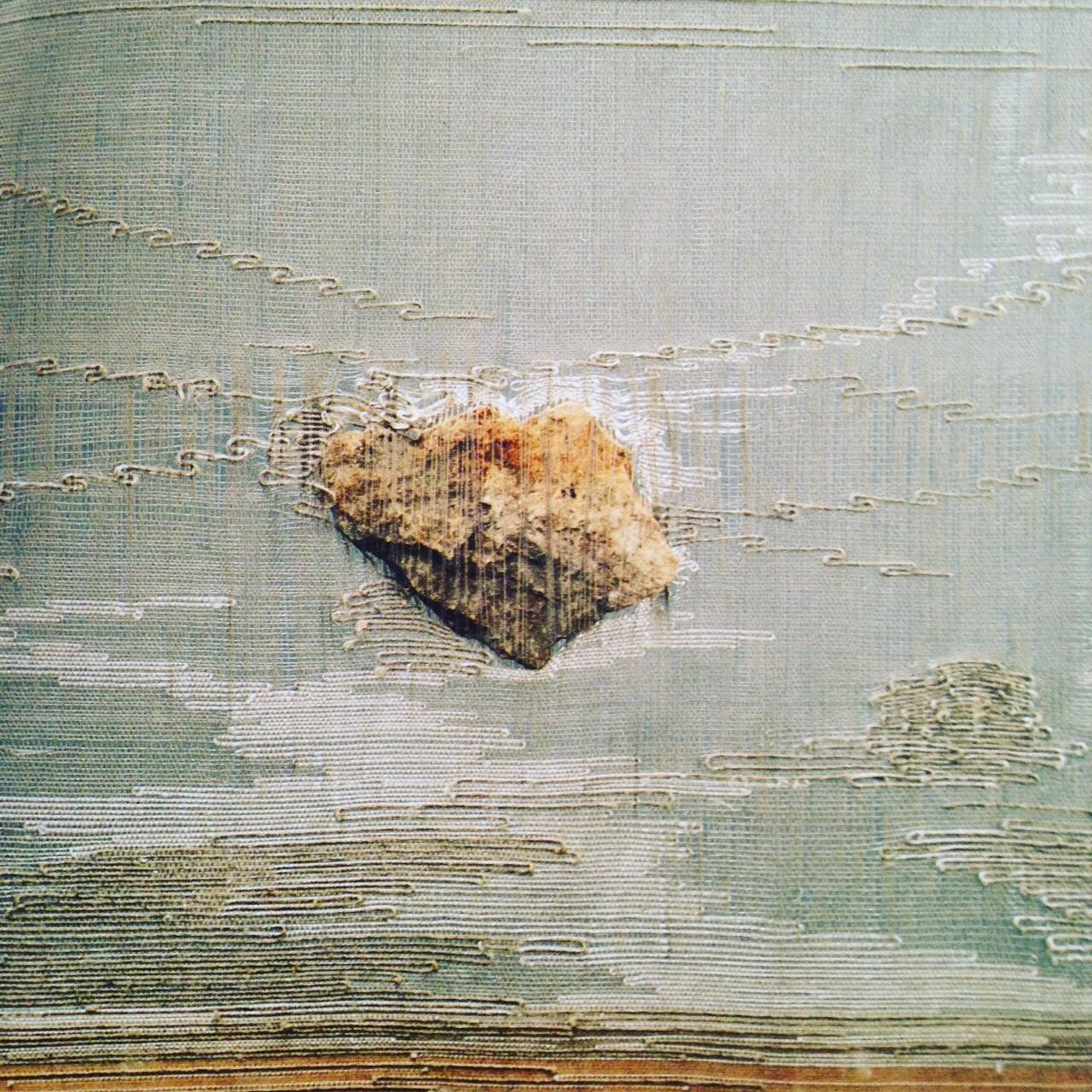 """Marisa Bronzini, """"Filo 35 (Fil 35)"""", 1990. 26 x 26 cm. Soie, cuivre, coton, pierre (Catalogo """" Filo 1996"""")"""