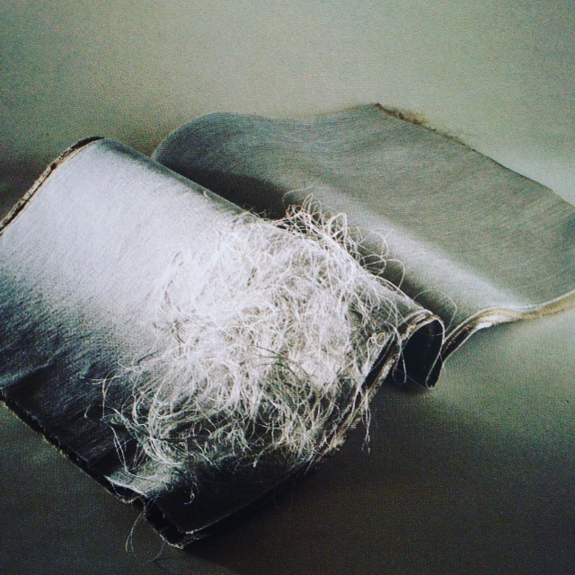 "Marisa Bronzini, ""Libro del vento (Livre du vent)"", 19!"". 40 x 40 cm. Lin, coton, soie, baies (Catalogo "" Filo 1996"")"