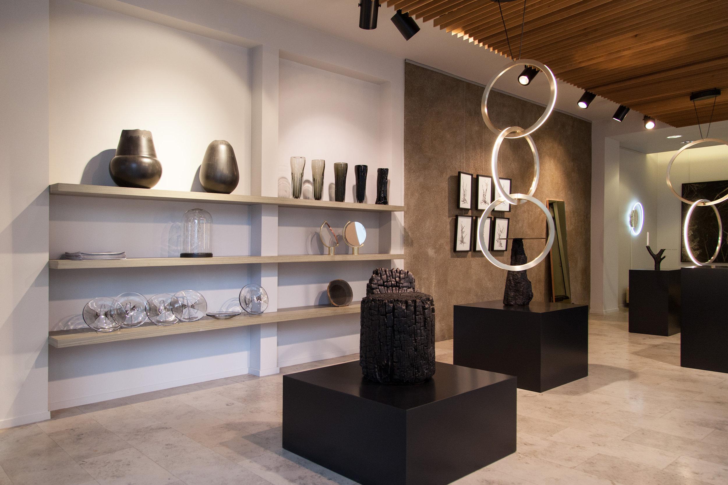 Visite des installations à la galerie Bensimon. Crédit photo : Bensimon.