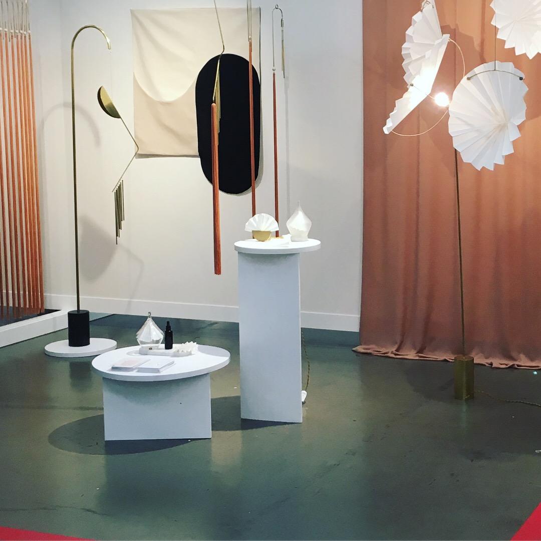 A gauche,  Melodicware  d' Agustina Bottoni  ;  a droite,  Philtrum Collection,  signé Astrid Luglio.