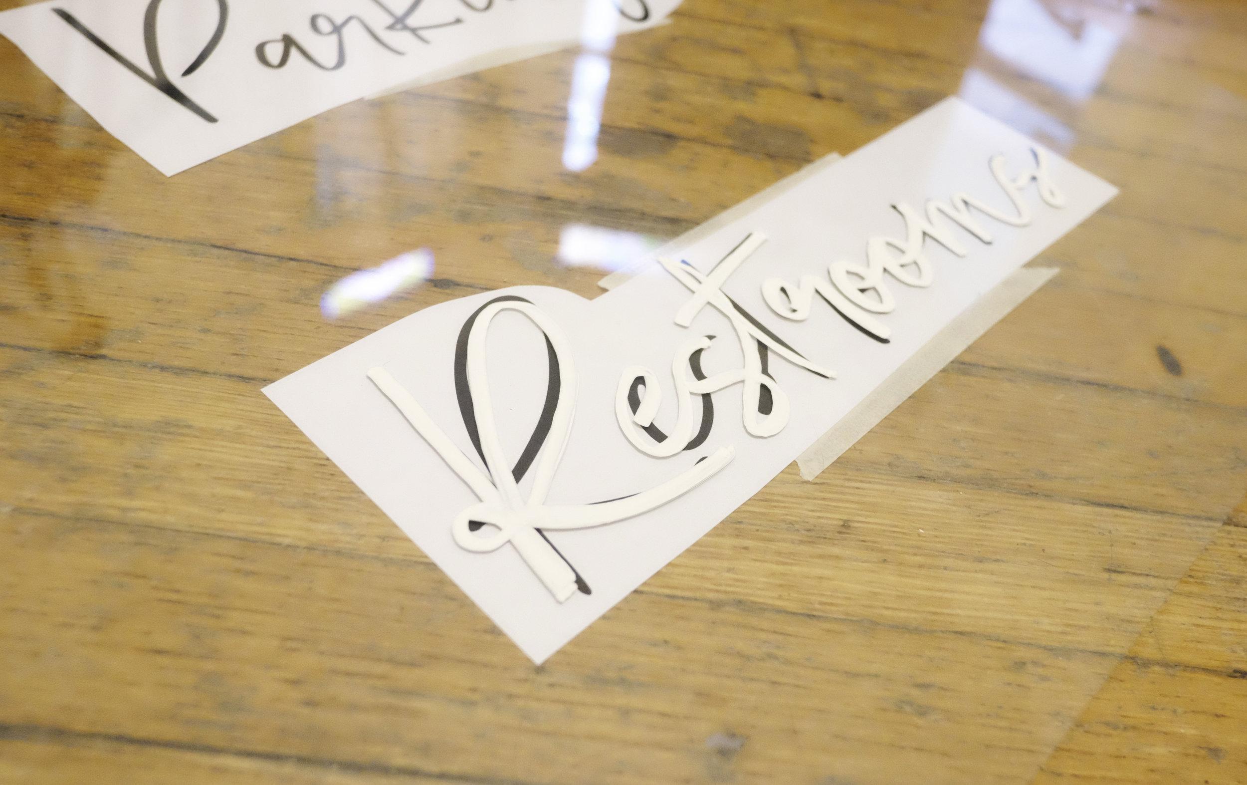Make your own DIY wedding signs! // Plant Based Bride