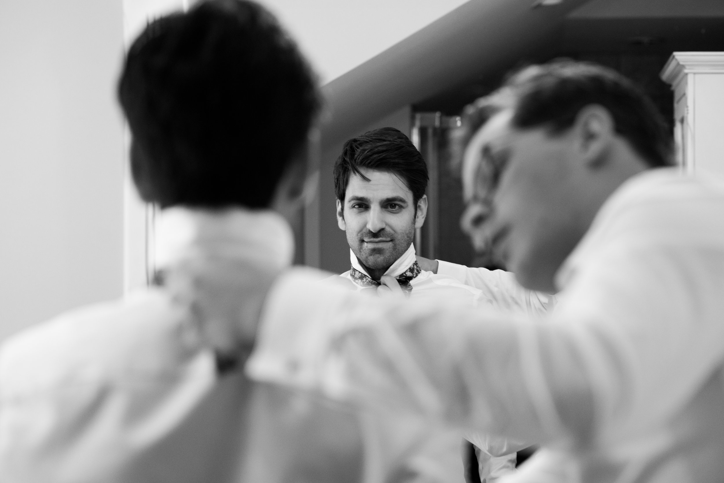 The best man helps the groom with his bowtie // Wedding photos by Karmel Kreative // Plant Based Bride