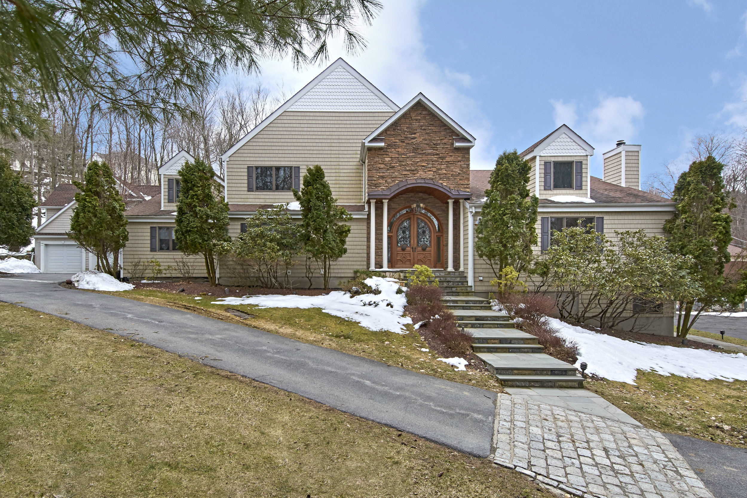 37 HILLSIDE TRAIL  MAHOPAC  LIST PRICE $899,000  SOLD PRICE $865,000  SOLD ON 05/29/18