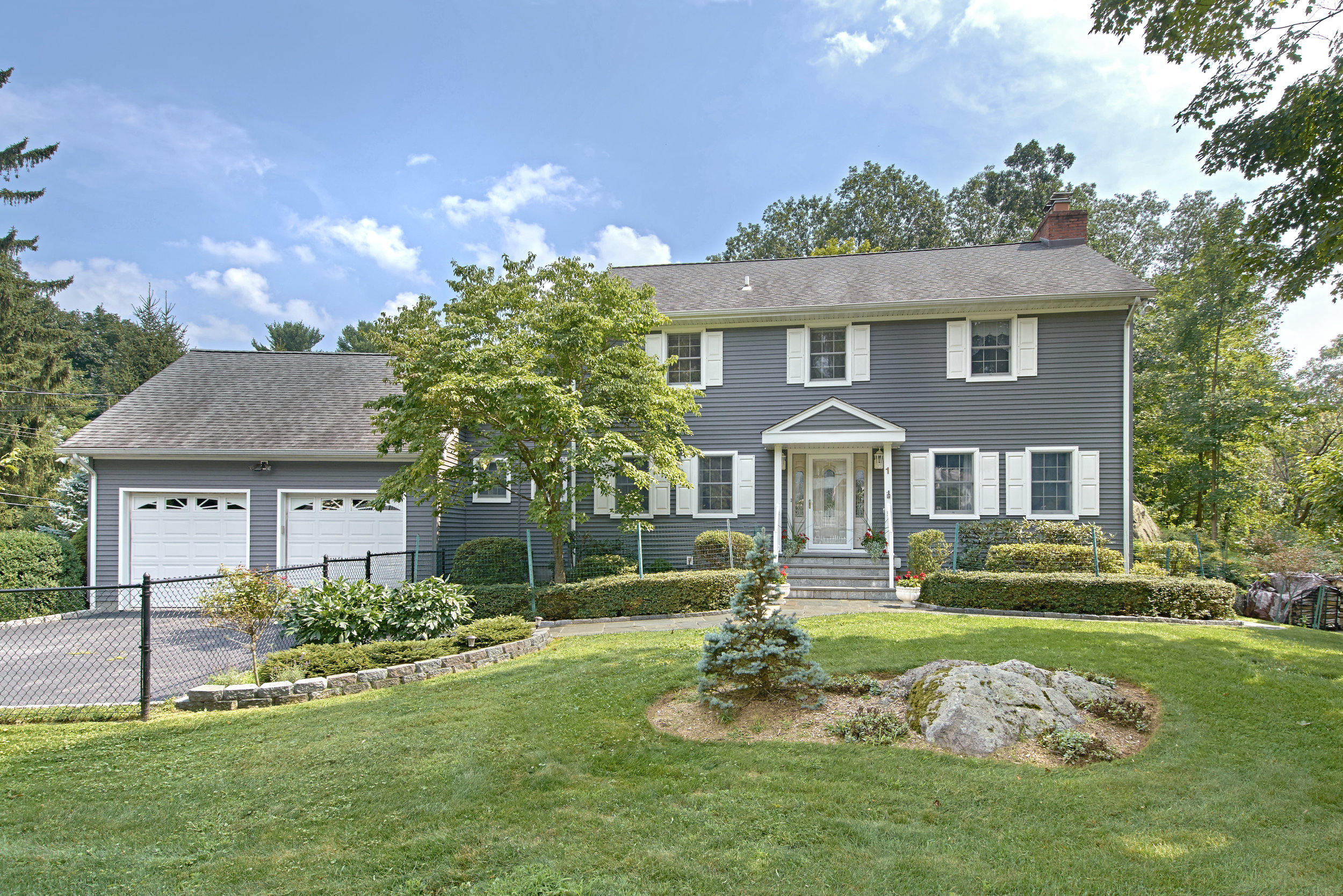 1 BROOK LN  CORTLANDT MANOR  LIST PRICE $799,000  SOLD PRICE $799,000  SOLD ON 04/12/19