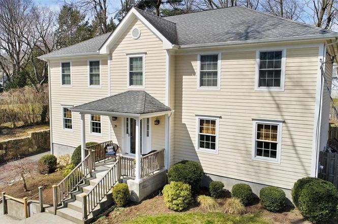 39 TRUESDALE DR  CROTON ON HUDSON  LIST PRICE $939,000  SOLD PRICE $939,000  CLOSE DATE 08/15/19