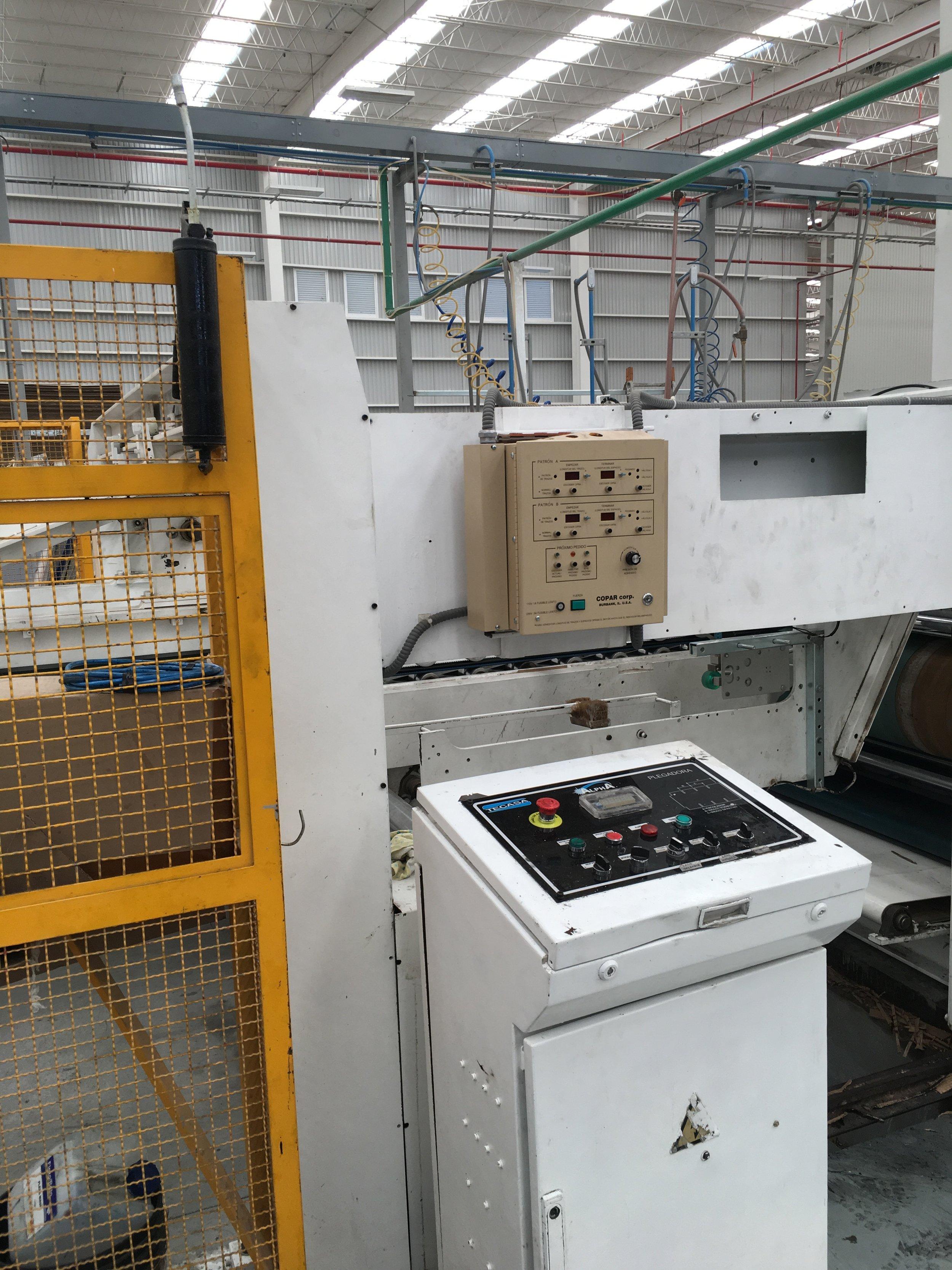 El gabinete de control del DGSC se monta fácilmente en el lado operador de la máquina