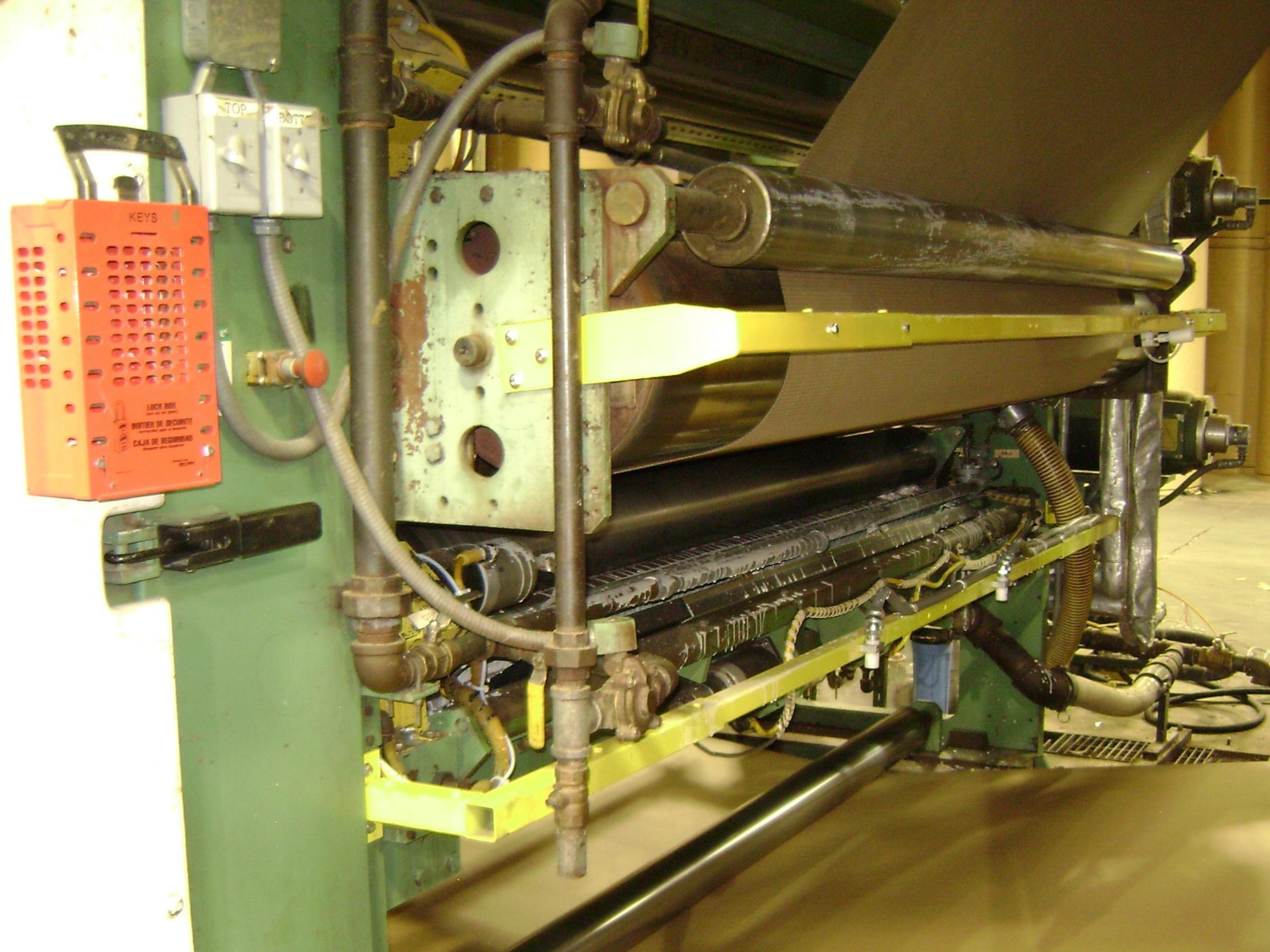 Dos sensores de temperatura están instalados después de cada precalentador, y también en la salida de la mesa de secado, controlando en forma automática los brazos de arropamiento y los rodillos/zapatas/manta en la mesa de secado.