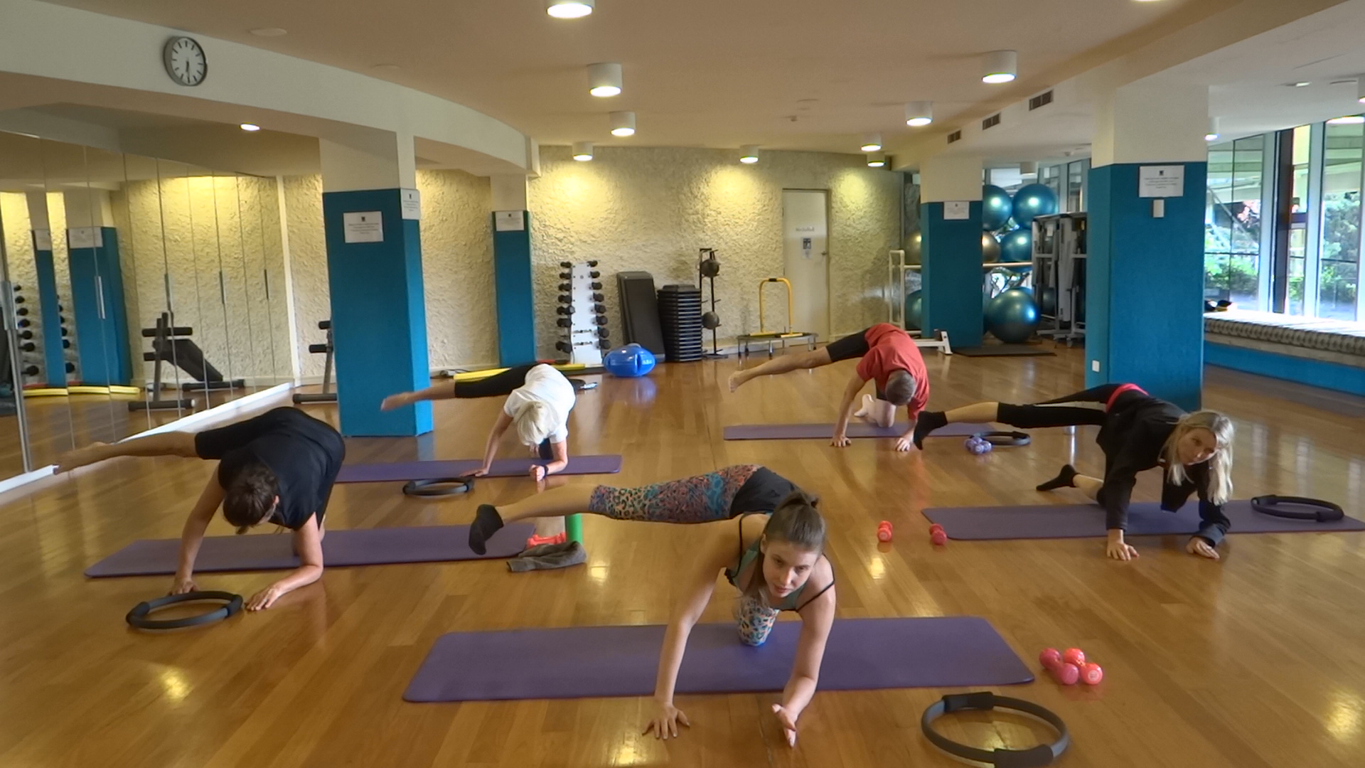 Feeling the Glut Burn with our 60 sec Glut Blitz!