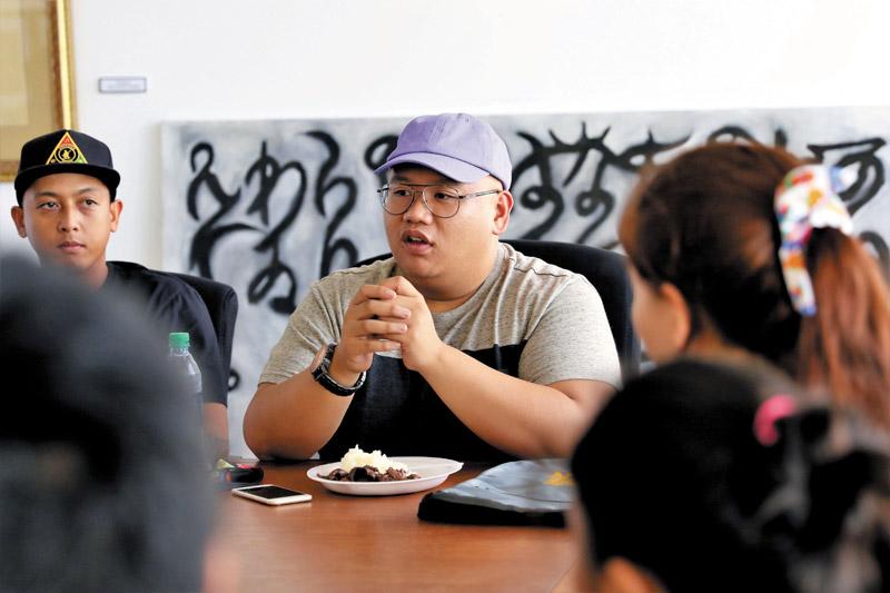 atalon speaks to students of his alma mater — Damien Memorial School — during a visit last November.  PHOTO COURTESY PAT BIGOLD