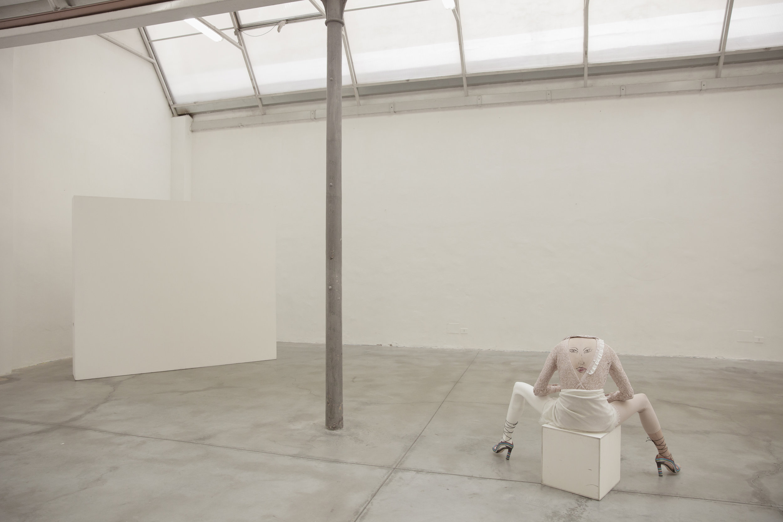 Jumpsuit : Deha /  Scarf : Abstract /  Collar : Tara Jarmon /  Shoes : Paula Cademartori