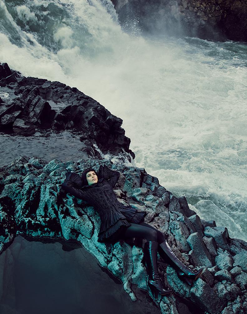 Coat: Fontana / Tights: Wolford / Boots: Saint Laurent