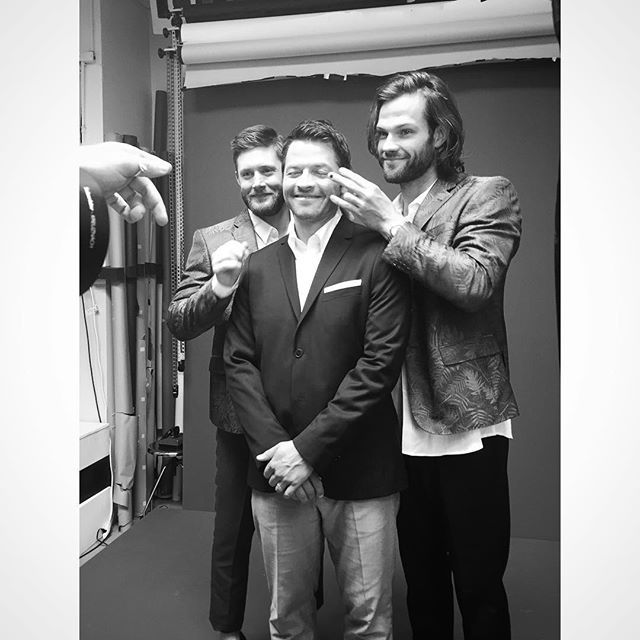 BTS outtake from our shoot with the  @cw_supernatural's @jaredpadalecki @jensenackles & @misha for Rogue's Issue N°4. Now in its 13th season, Rogue was the 1st magazine to do a full editorial with Jared, Jensen & Misha. These guys were so much fun to shoot! Stay tuned for more unreleased Supernatural images, BTS & extras coming— #thesupernatural fans—you guys asked for more & we listened. More is on its way! Photography by @benjoarwas  Styling by @chaboonski  Hair by @mariahnicolebeauty  Makeup by @alexanhernandez  Written by @heatherseidler  #jaredpadalecki #jensenackles #spnfamily #roguemagazine #supernatural #thewinchesters