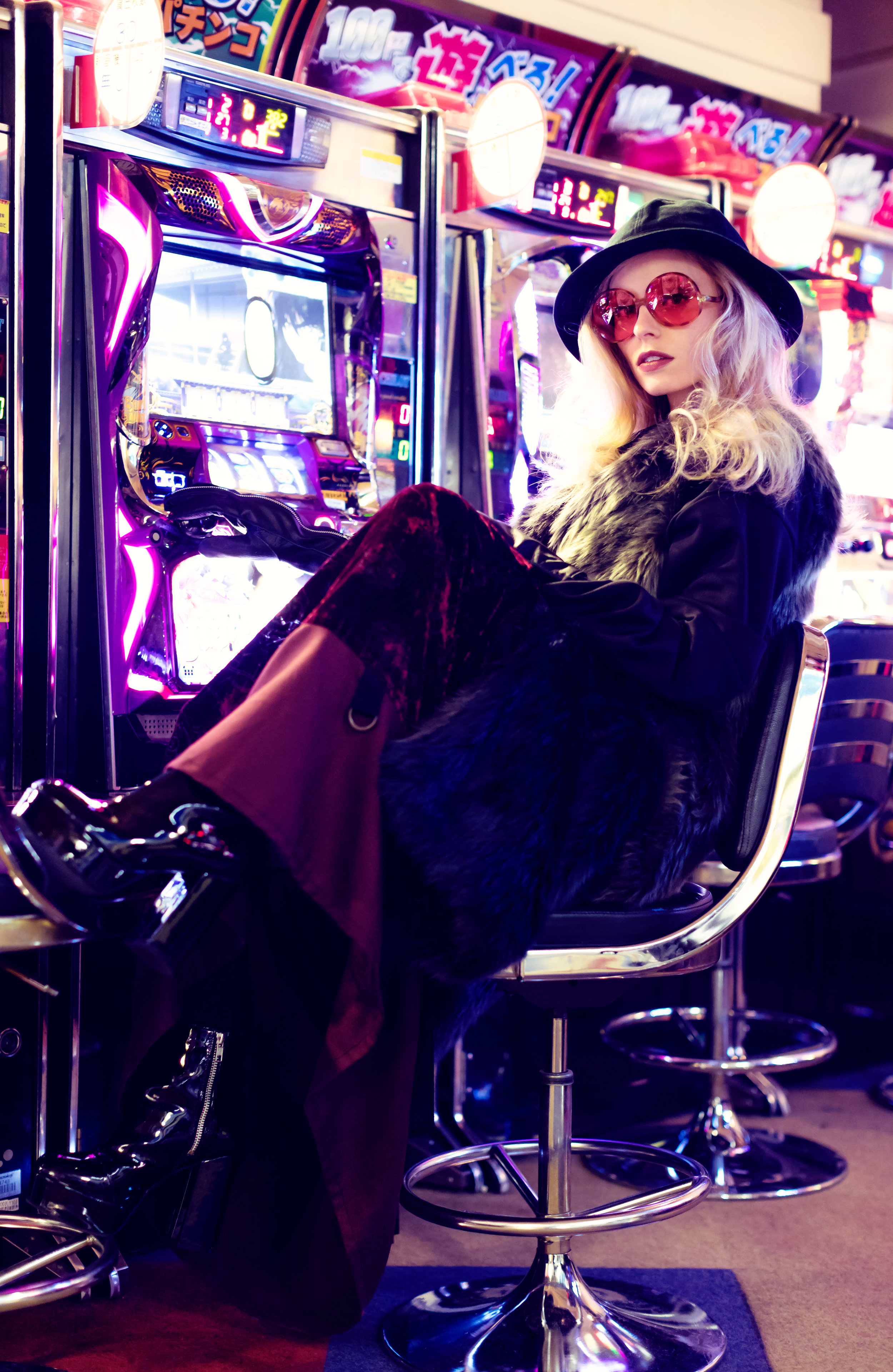 Skirt:  SHIROMA  / Sunglasses: DIFF LIMEN