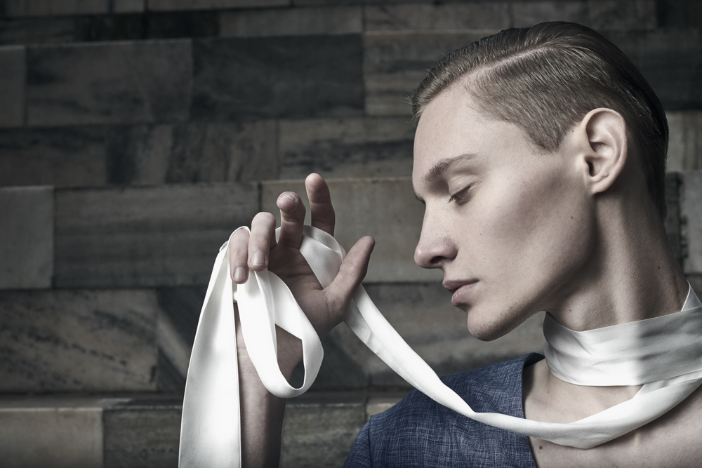 Blazer: VALENTINA L. FONTANA / Silk Belt: SATORIAL MONK
