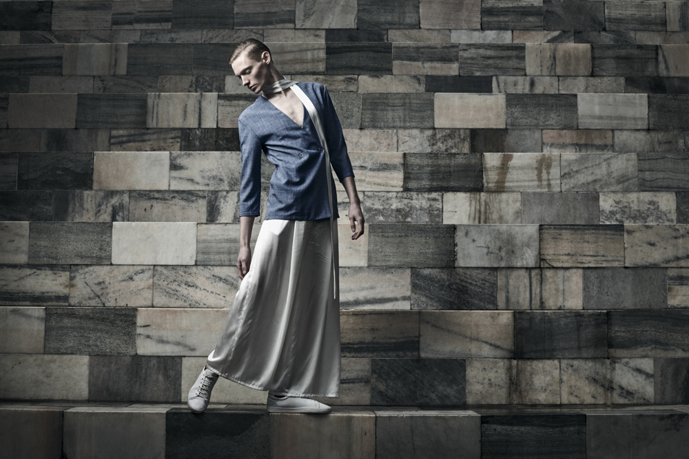 Blazer: VALENTINA L. FONTANA / Silk Belt & Pants: SATORIAL MONK