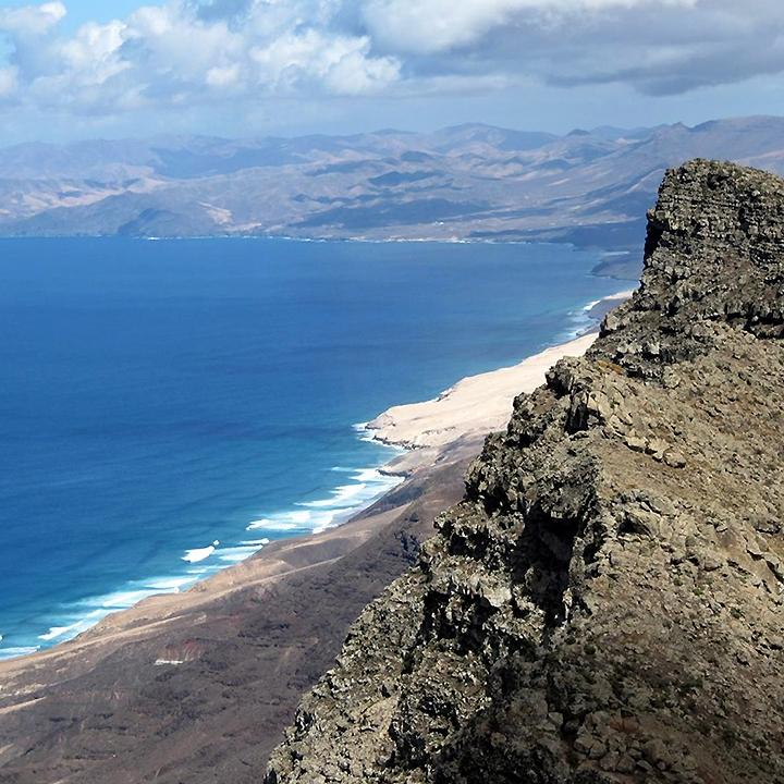 natouraladventure.hiking.tour.mountainbike.wildnature.peakzarza.fuerteventura.jpg