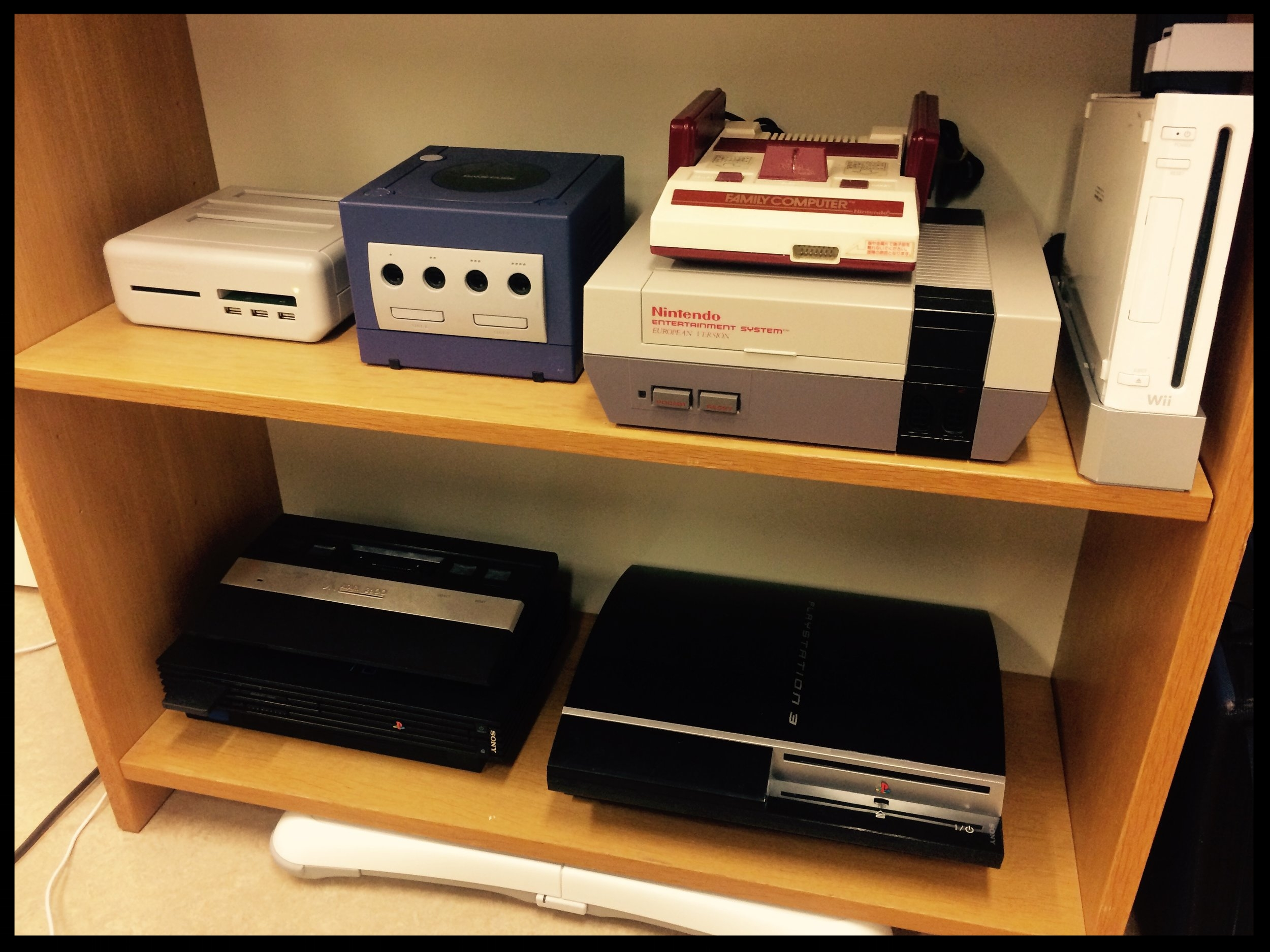 RetroFreak Multi-Console, Nintendo Gamecube, Nintendo Famicom, Nintendo Entertainment System, Nintendo Wii, Atari 2600, Sony PS2 and Sony PS3.