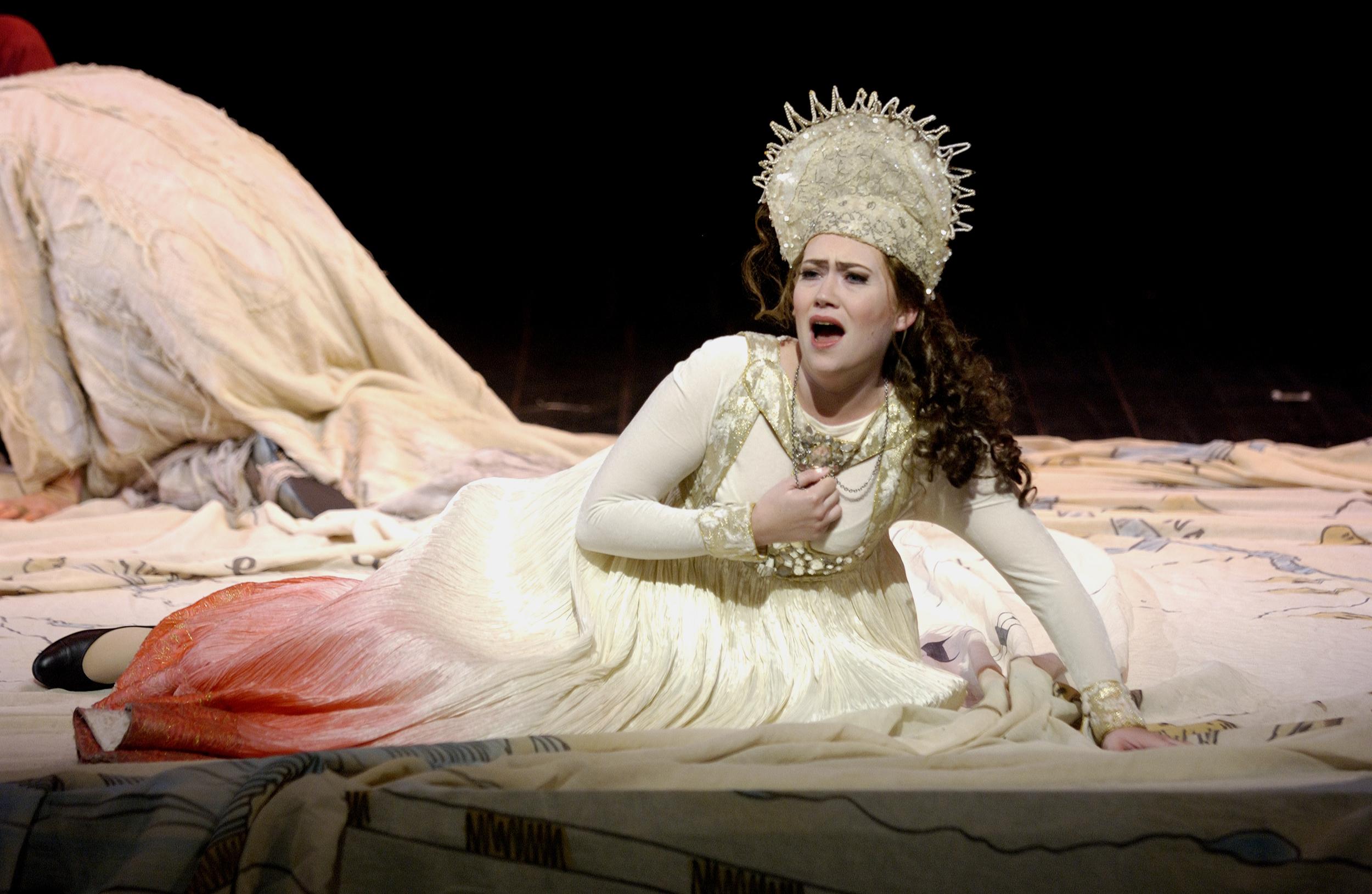 Xenia in BORIS GODUNOV, Houston Grand Opera 2005   © Ted Washington