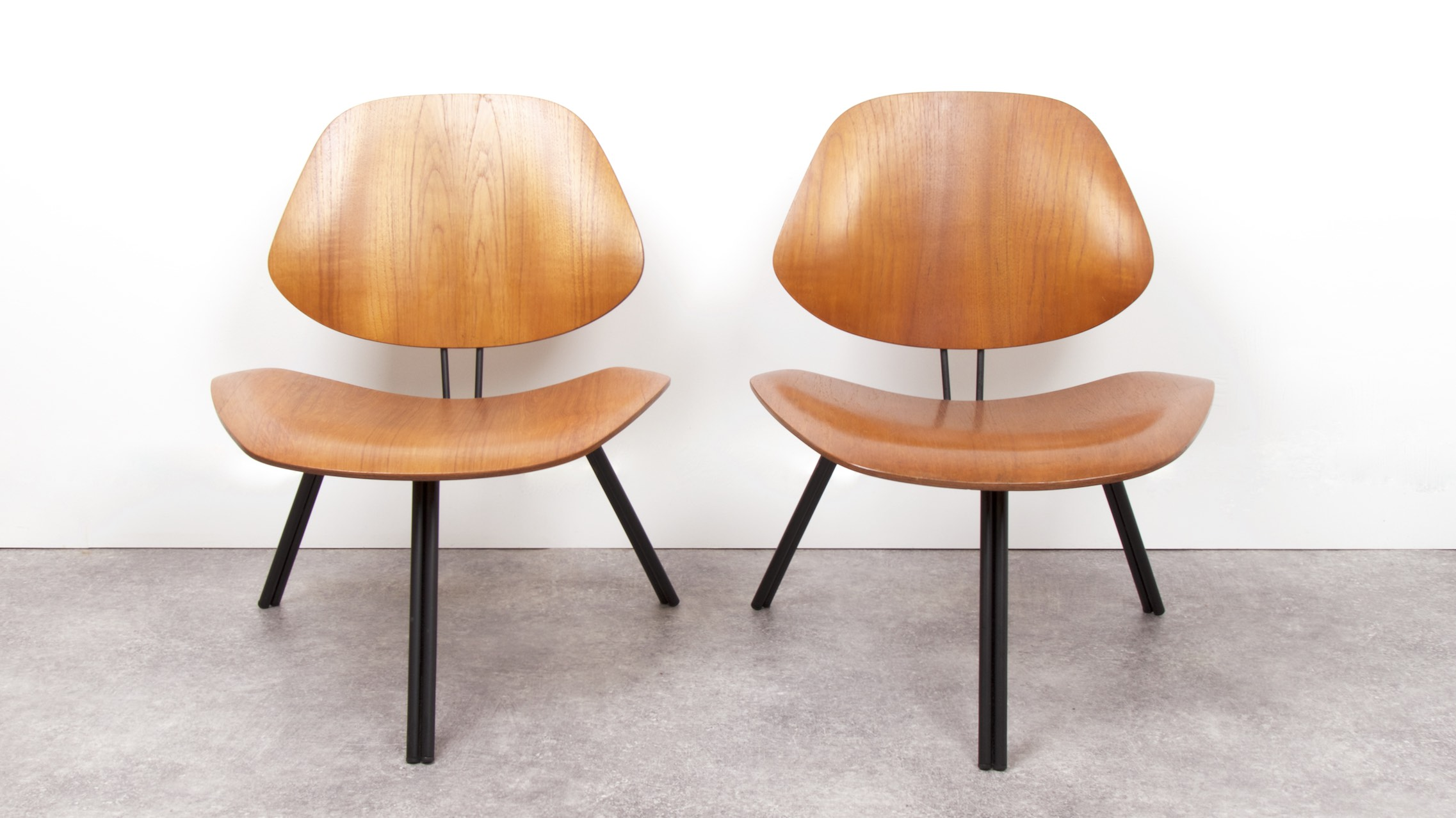 OSVALDO BORSANI - P31 LOUNGE CHAIRS 2