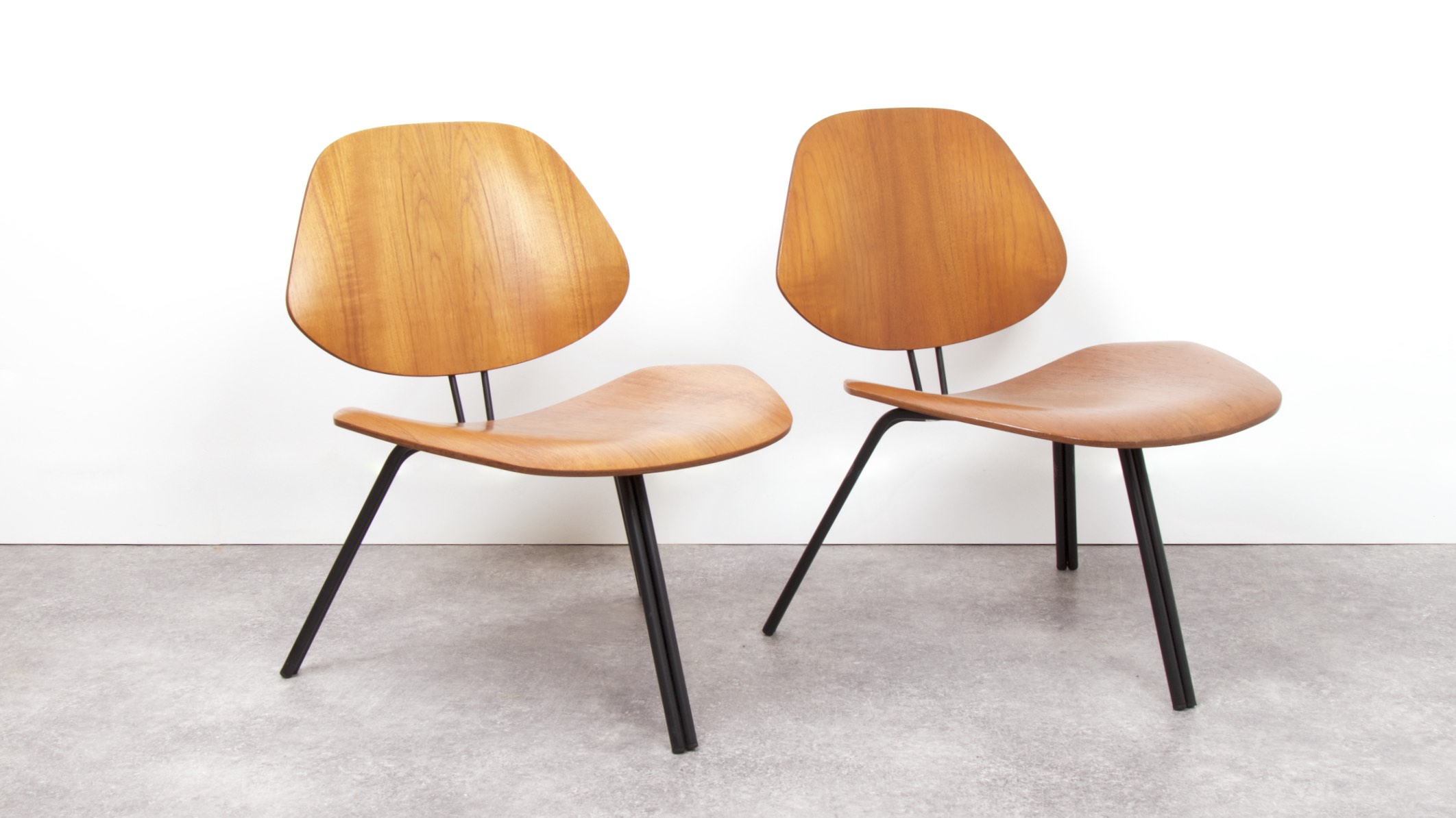 OSVALDO BORSANI - P31 LOUNGE CHAIRS 3