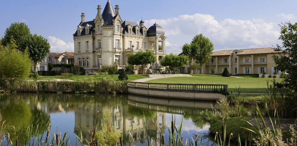 407192_986_485_FSImage_1_Vue_Chateau_cote_Parc_Hotel_Grand_Barrail.jpeg