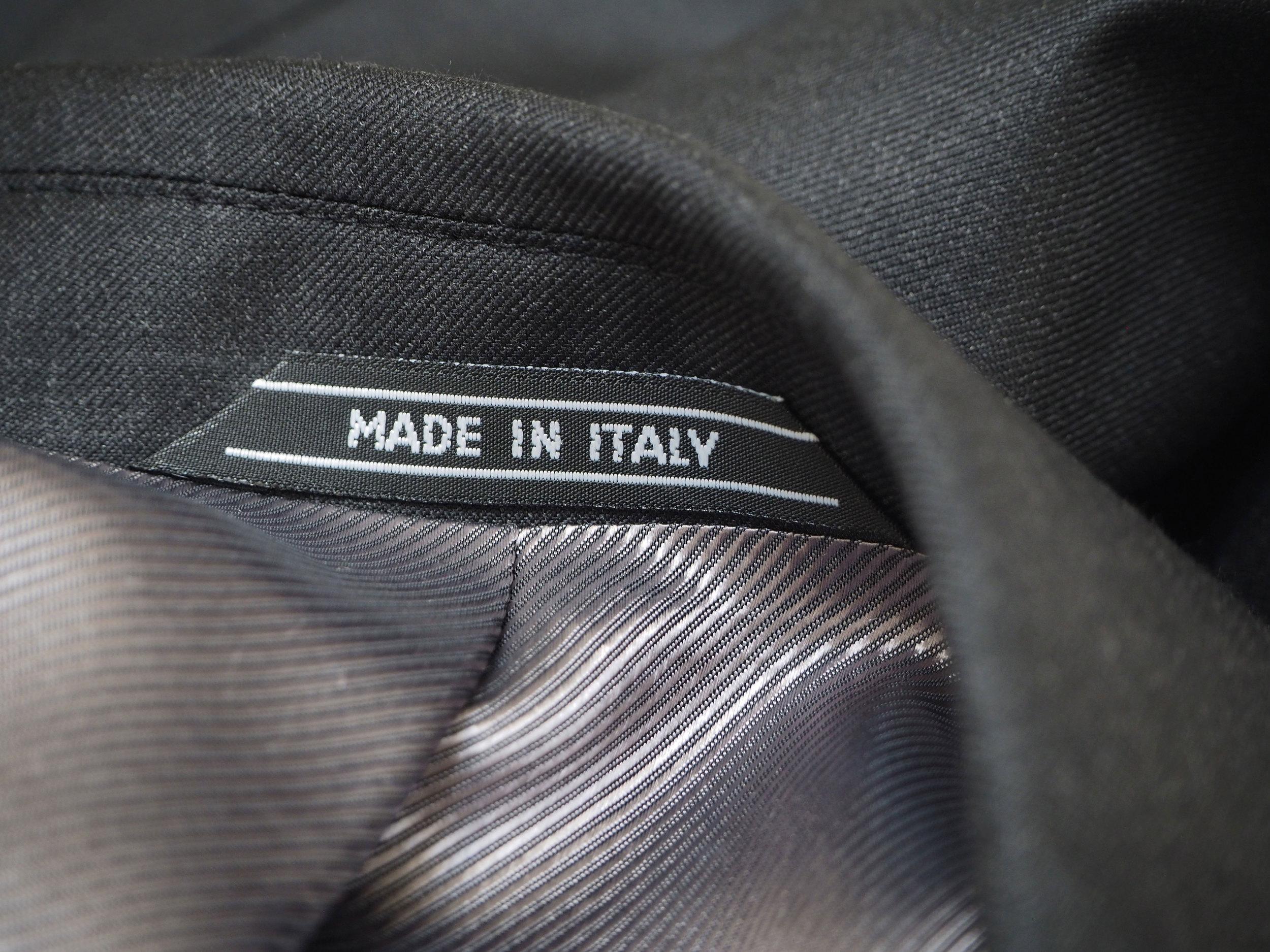 MADE-IN-ITALY---nakke-koksgrå-jakke.jpg