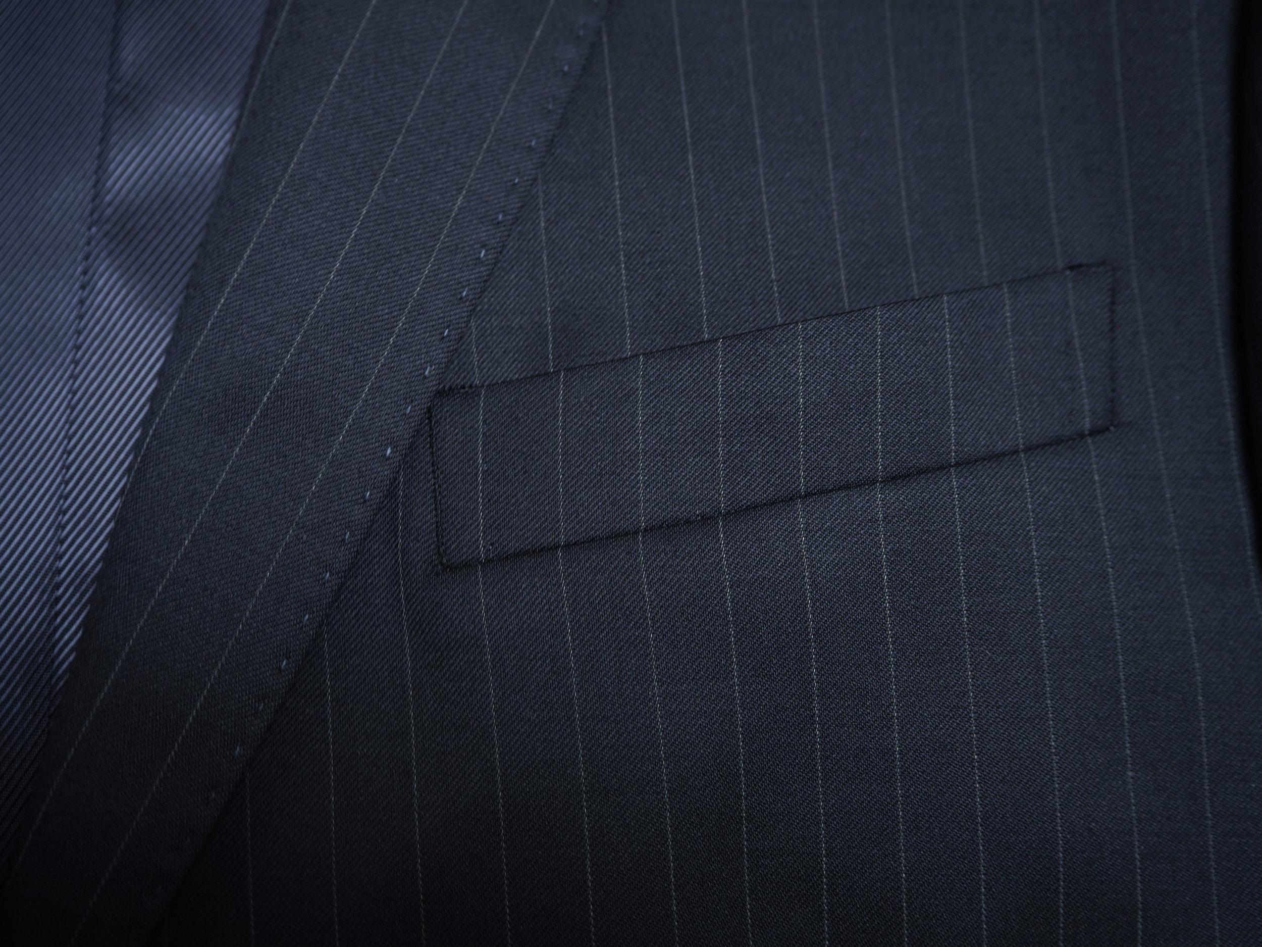 Lomme-mørkeblå-jakke.jpg