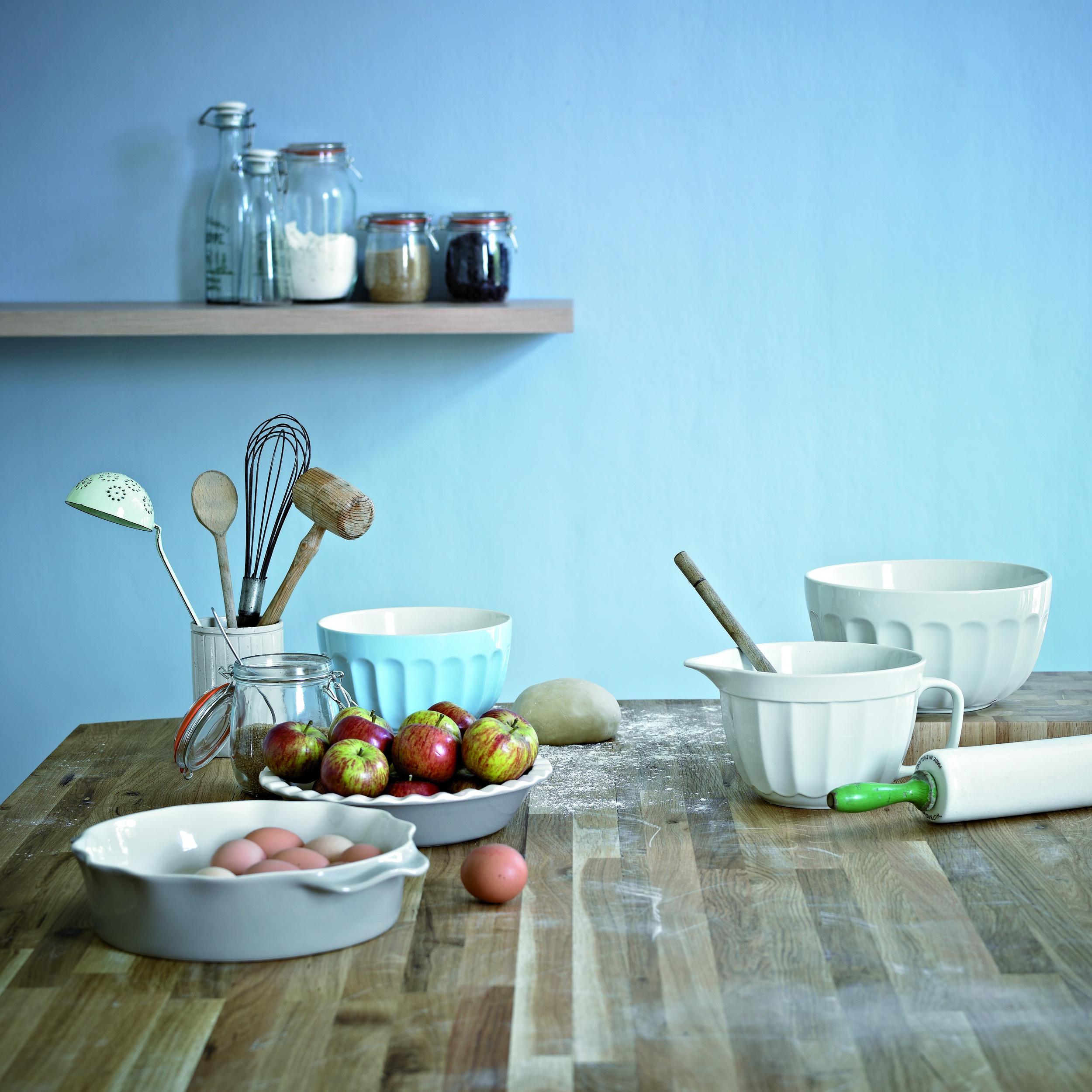 Oak kitchen bakeware image.jpg