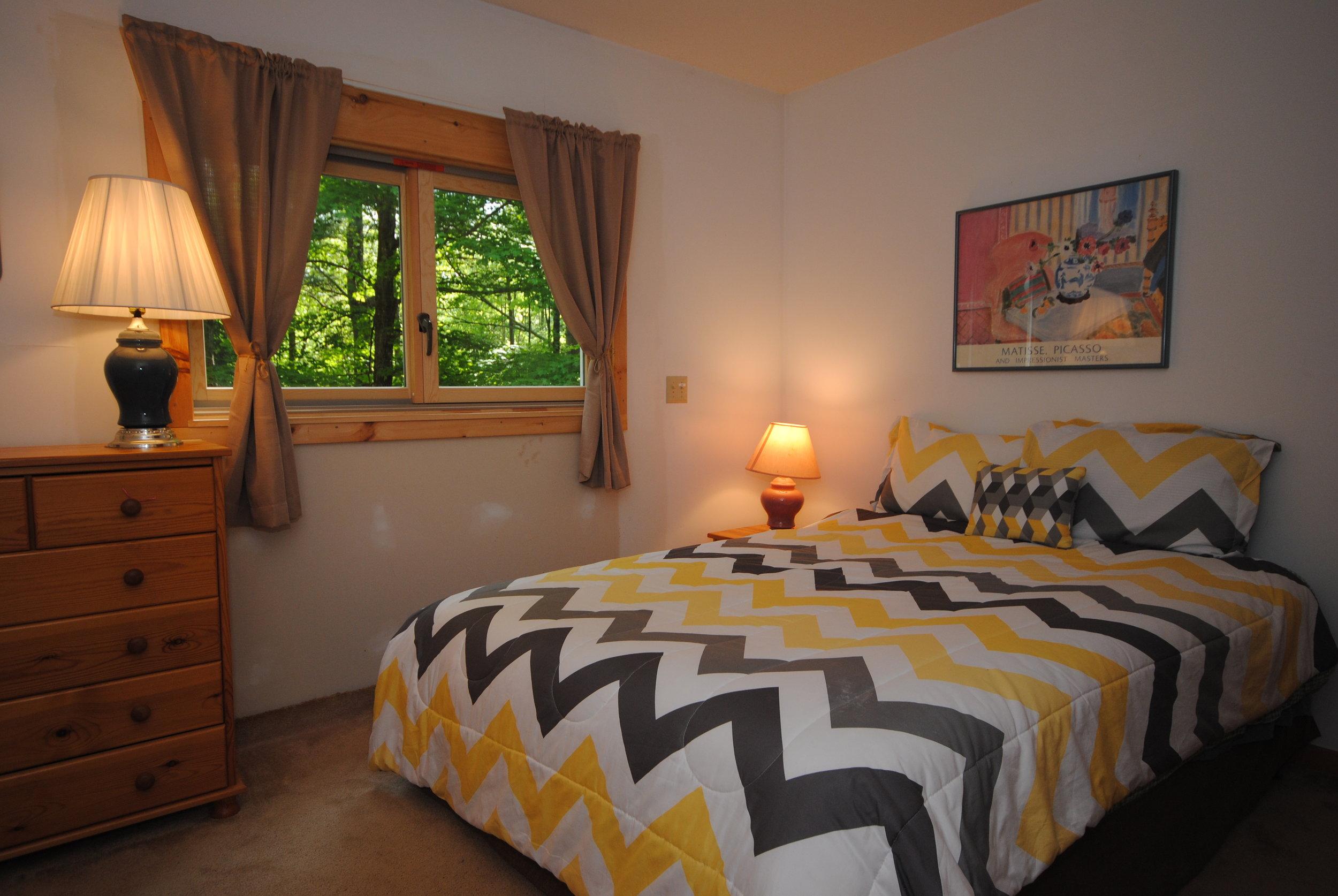006_Downstairs Guest Bedroom.jpg