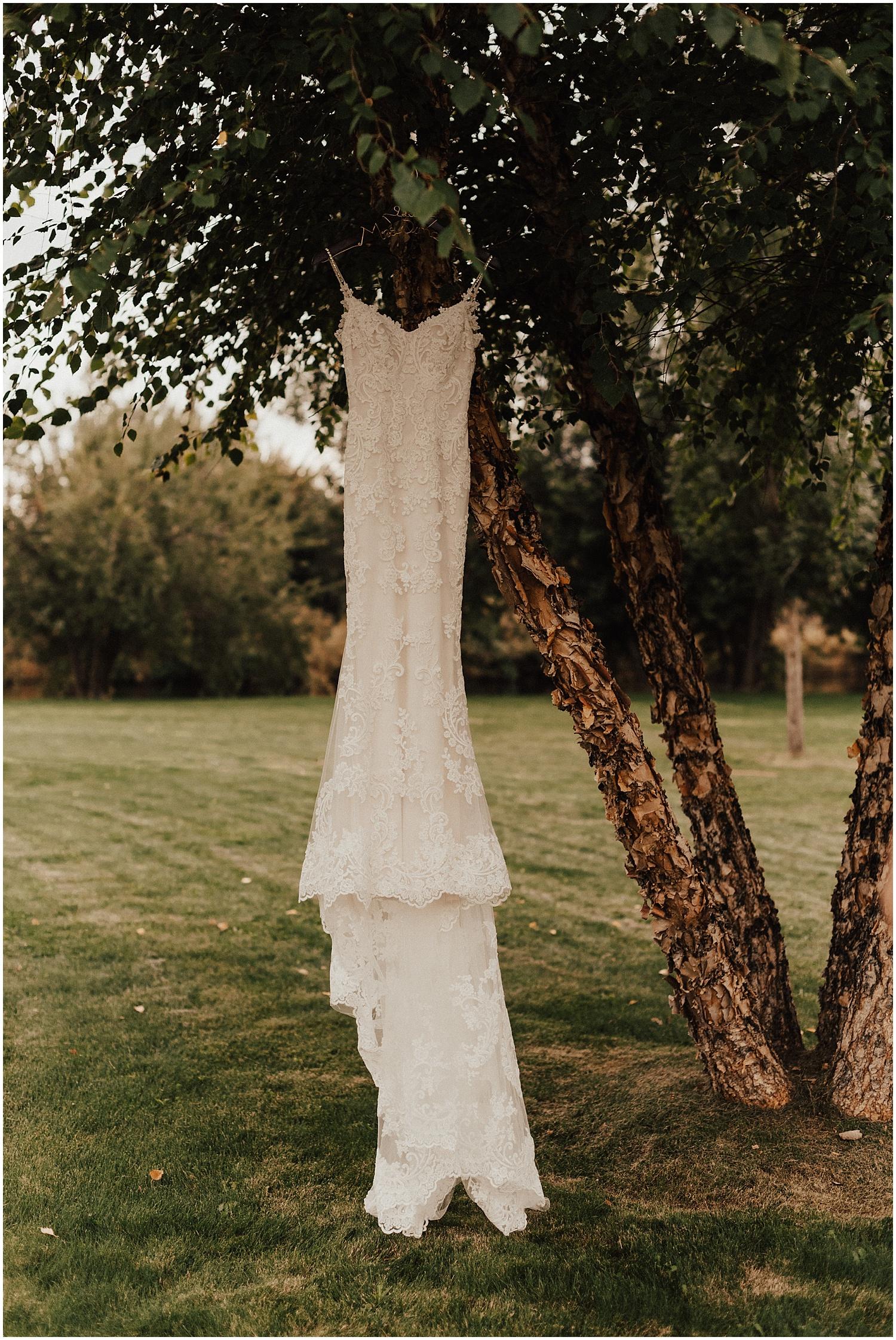 whimsical-summer-wedding-boise-idaho-las-vegas-bride5.jpg