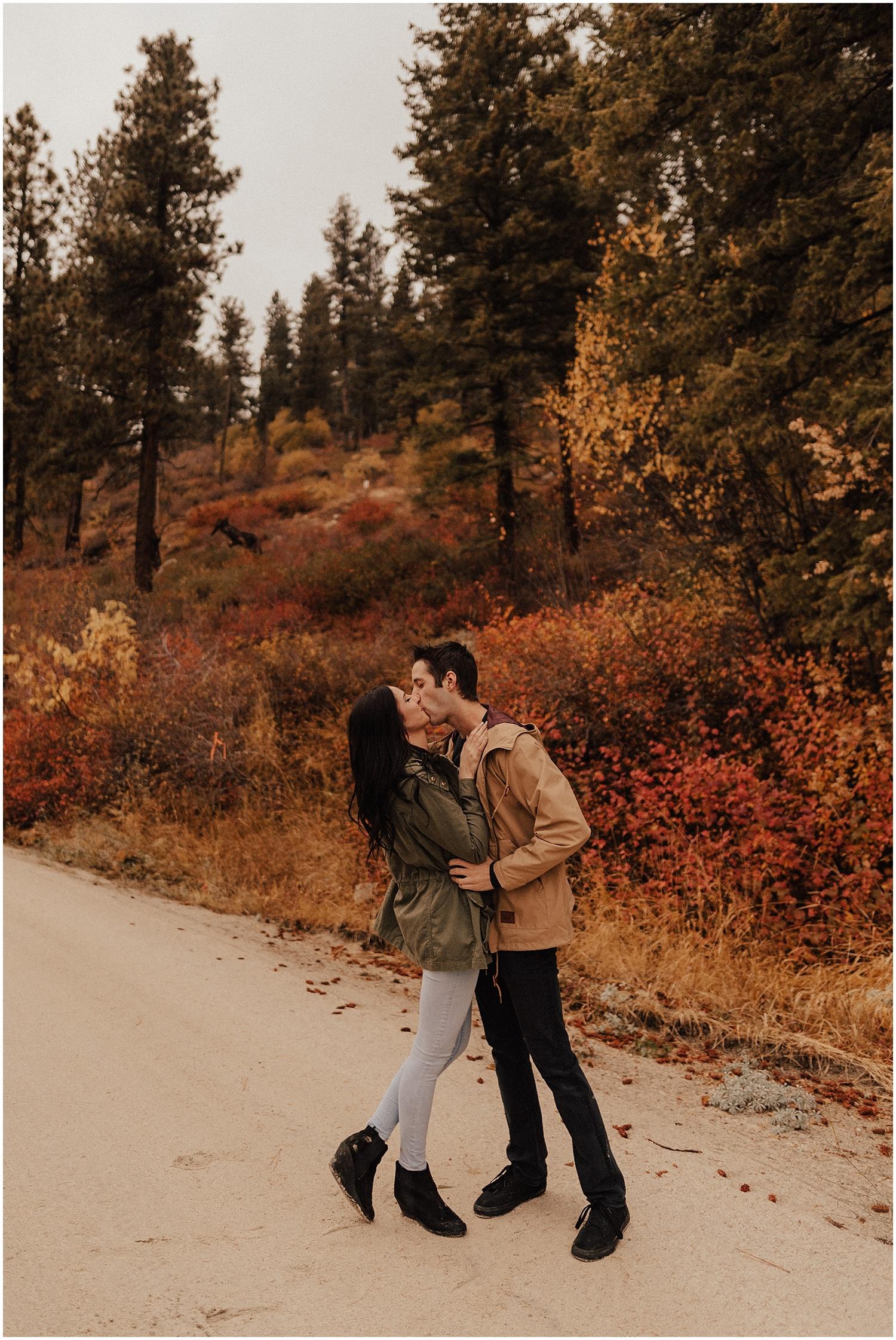 idaho-fall-winter-engagement-golden-retreiver40.jpg