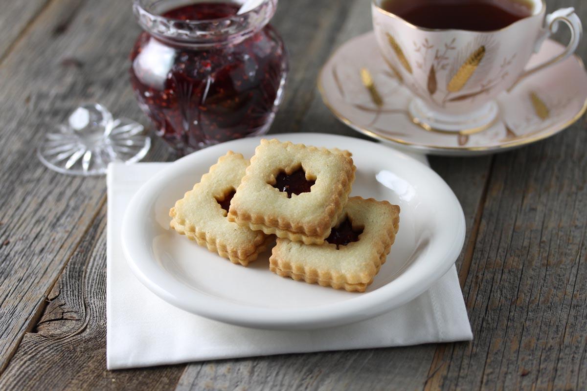 Vanilla Sandwich Biscuit with Raspberry Jam