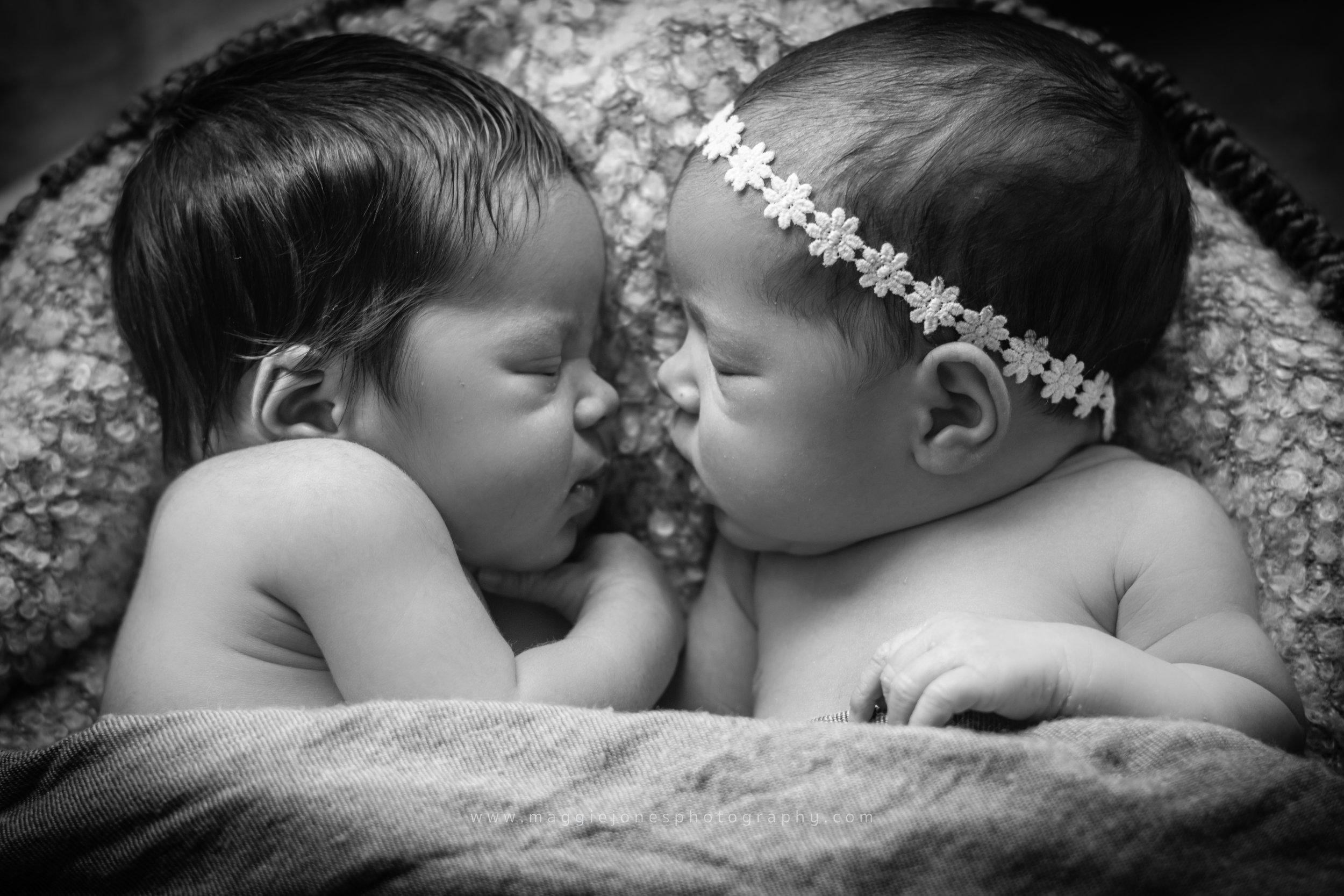 Brittany_newbornTWINS_blog-1-23.jpg