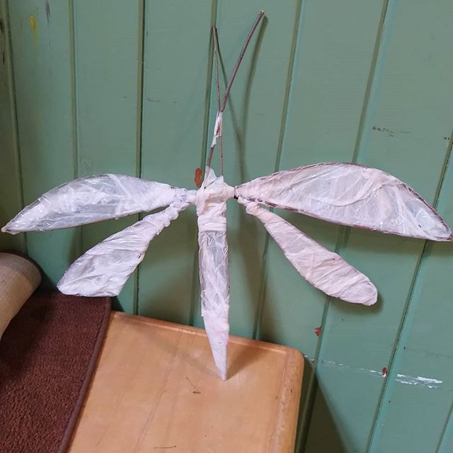 Making bugs from willow and tissue paper today with little peeps. I've even been given a design to execute on a bugs wings in the absence of the artist!